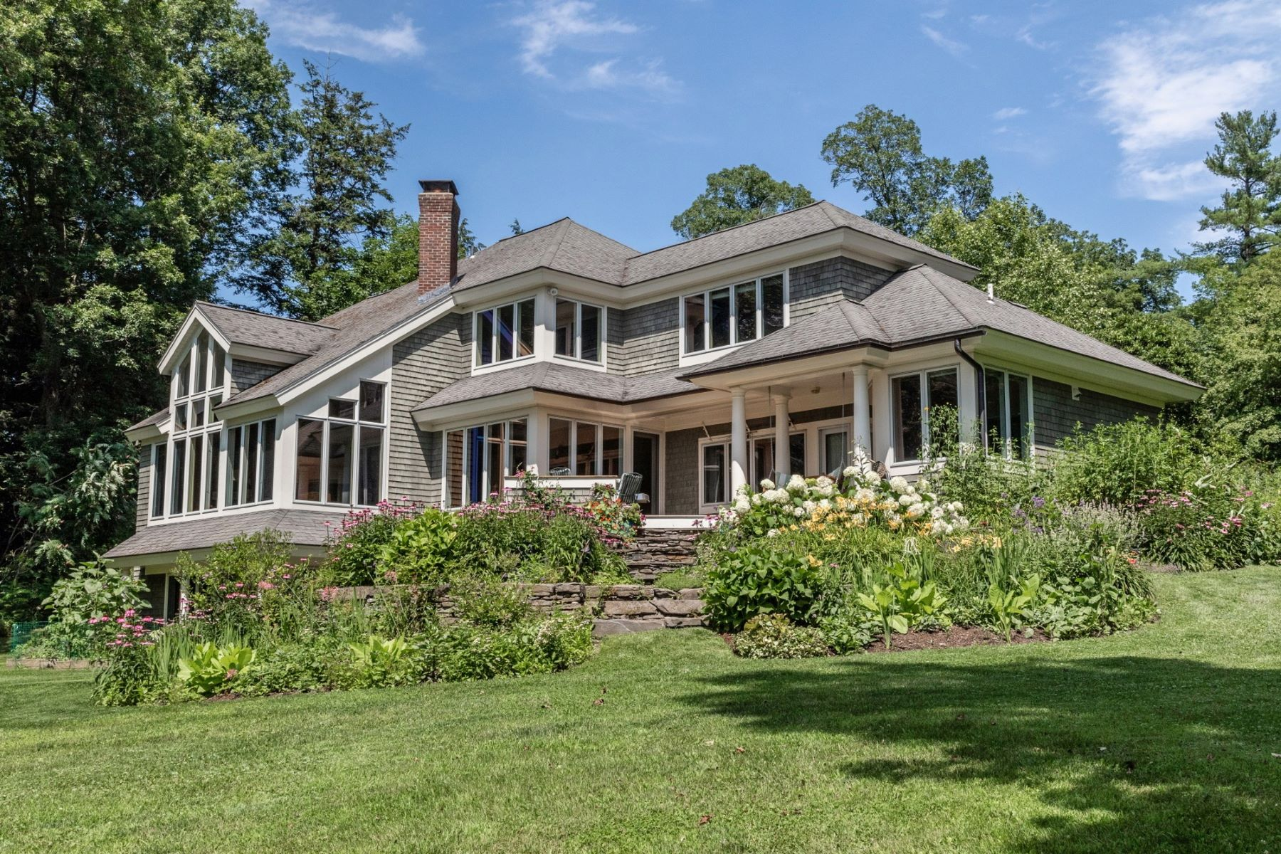 Single Family Homes für Verkauf beim Lakefront Contemporary Custom Home 269 Thorpe Cove Rd, Charlotte, Vermont 05445 Vereinigte Staaten