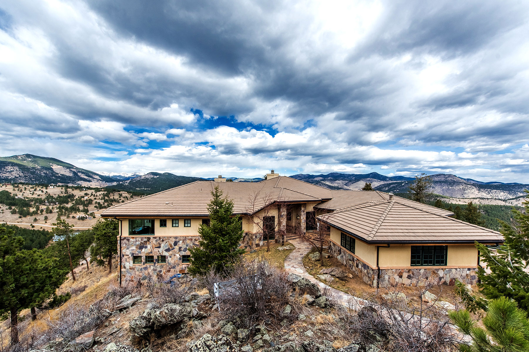 Maison unifamiliale pour l Vente à Modern Homes with Views! 414 Humphrey Drive Evergreen, Colorado, 80439 États-Unis