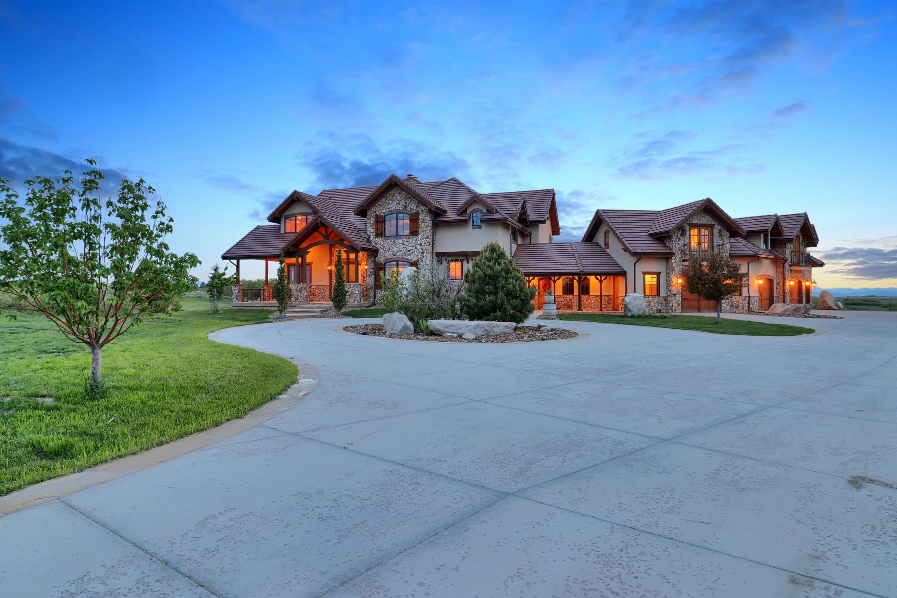 Single Family Home for Active at A Setting Like No Other 7663 Buffalo Trl Castle Rock, Colorado 80108 United States