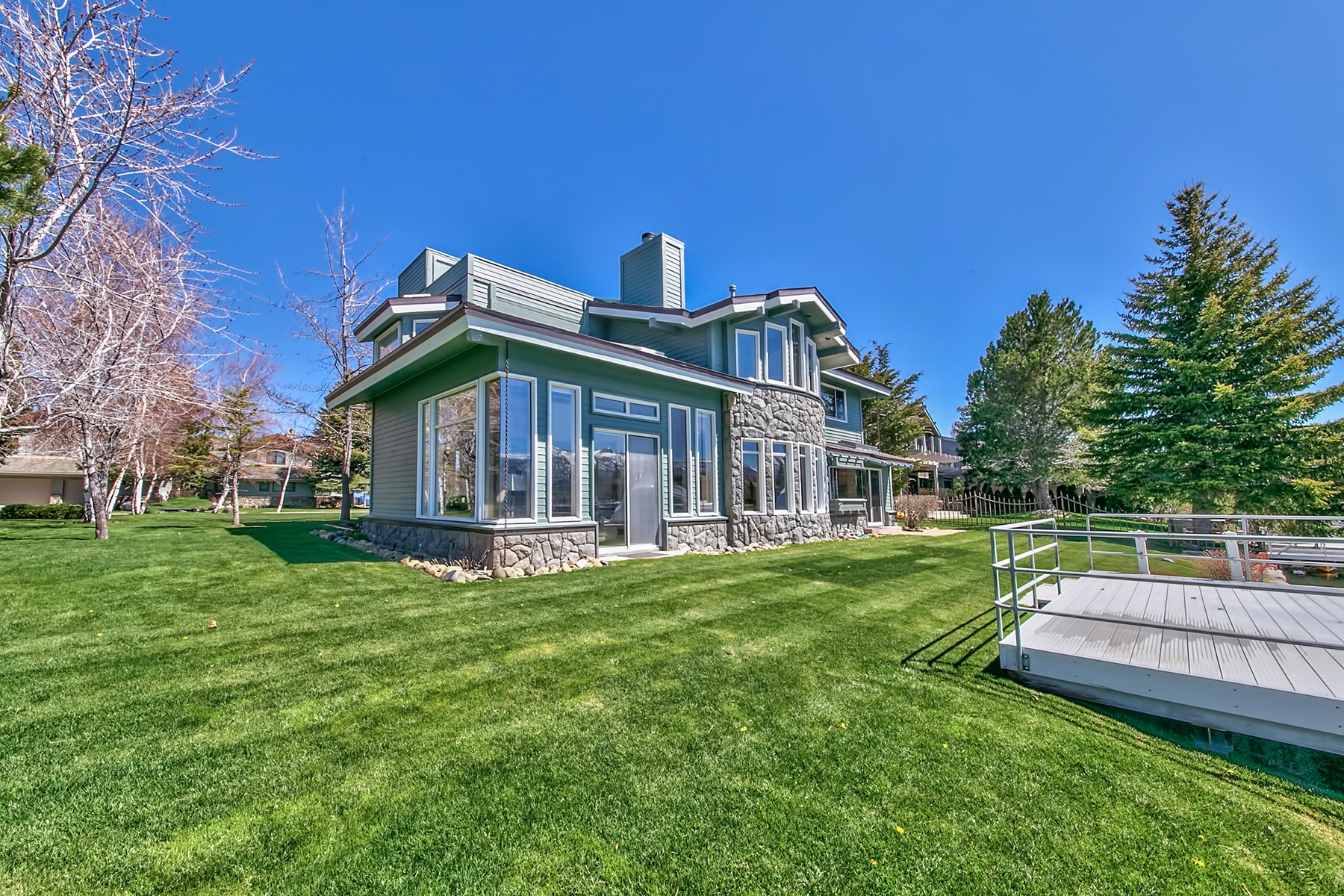 Additional photo for property listing at 282 Beach Drive, South Lake Tahoe, California 96150  South Lake Tahoe, California 96150 United States