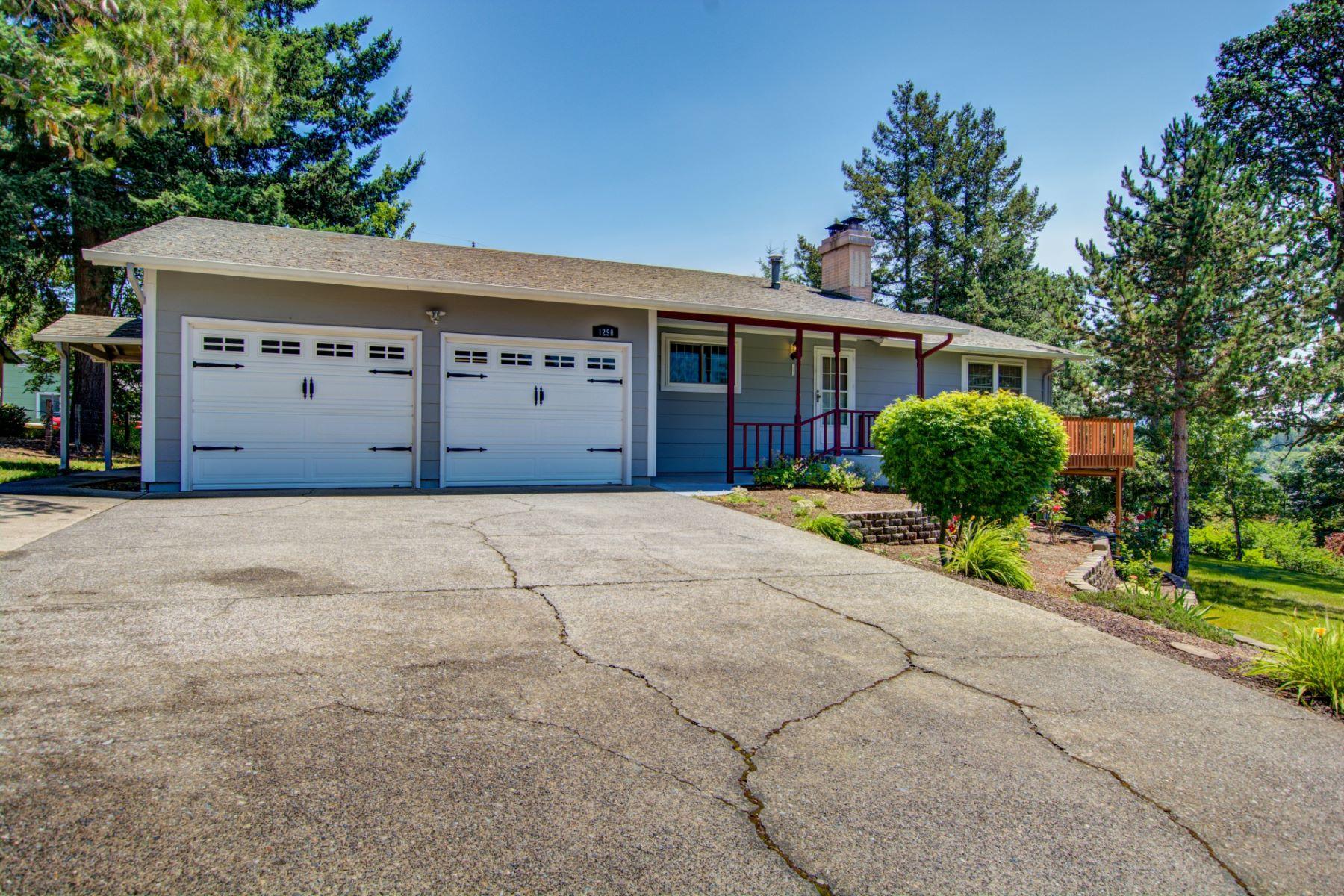 Single Family Homes 為 出售 在 Renovated Ranch Home in Stayton 1290 Highland Drive, Stayton, 俄勒岡州 97383 美國