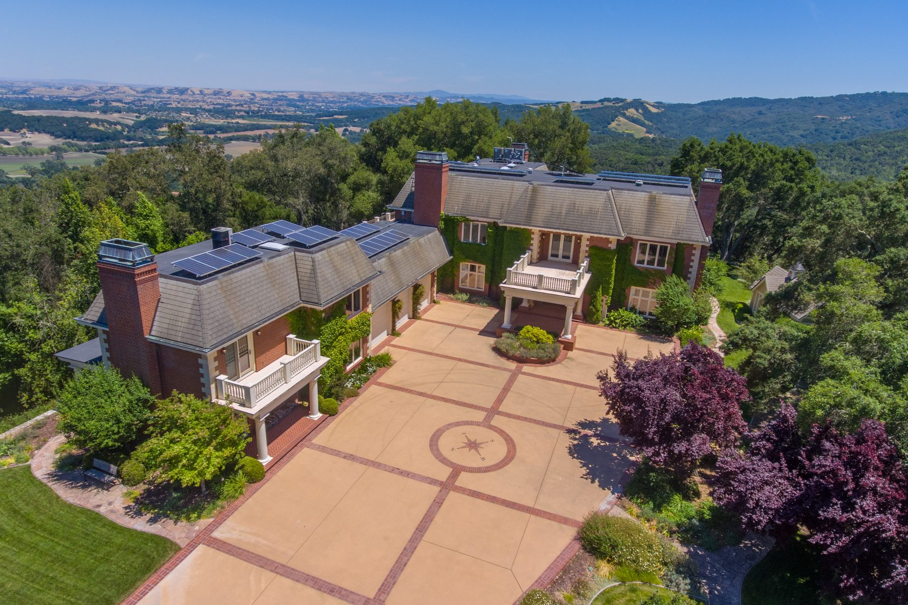 واحد منزل الأسرة للـ Sale في Elegant Deerfield Estate 1351 Deerfield Road Templeton, California, 93465 United States