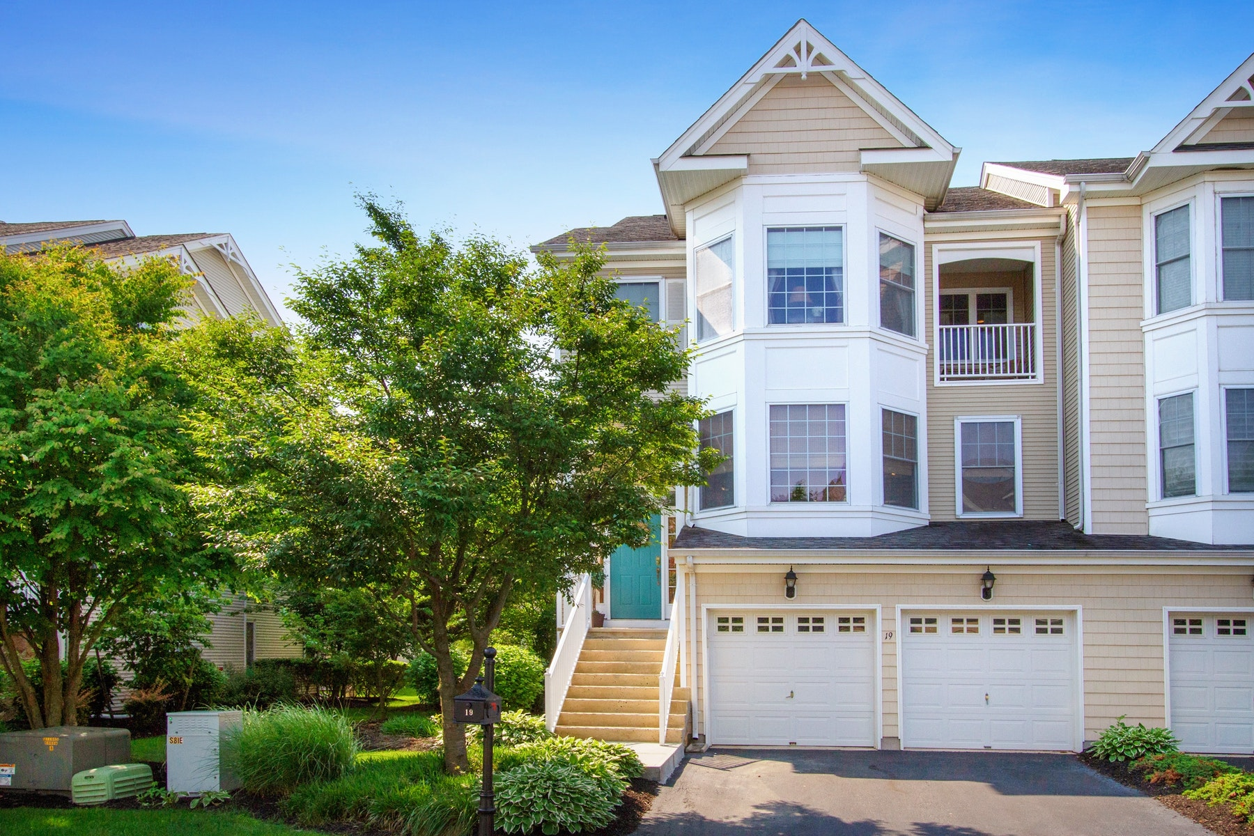 Single Family Homes pour l Vente à Exceptional Condo in Lighthouse Bay 19 S Shore Drive, South Amboy, New Jersey 08879 États-Unis