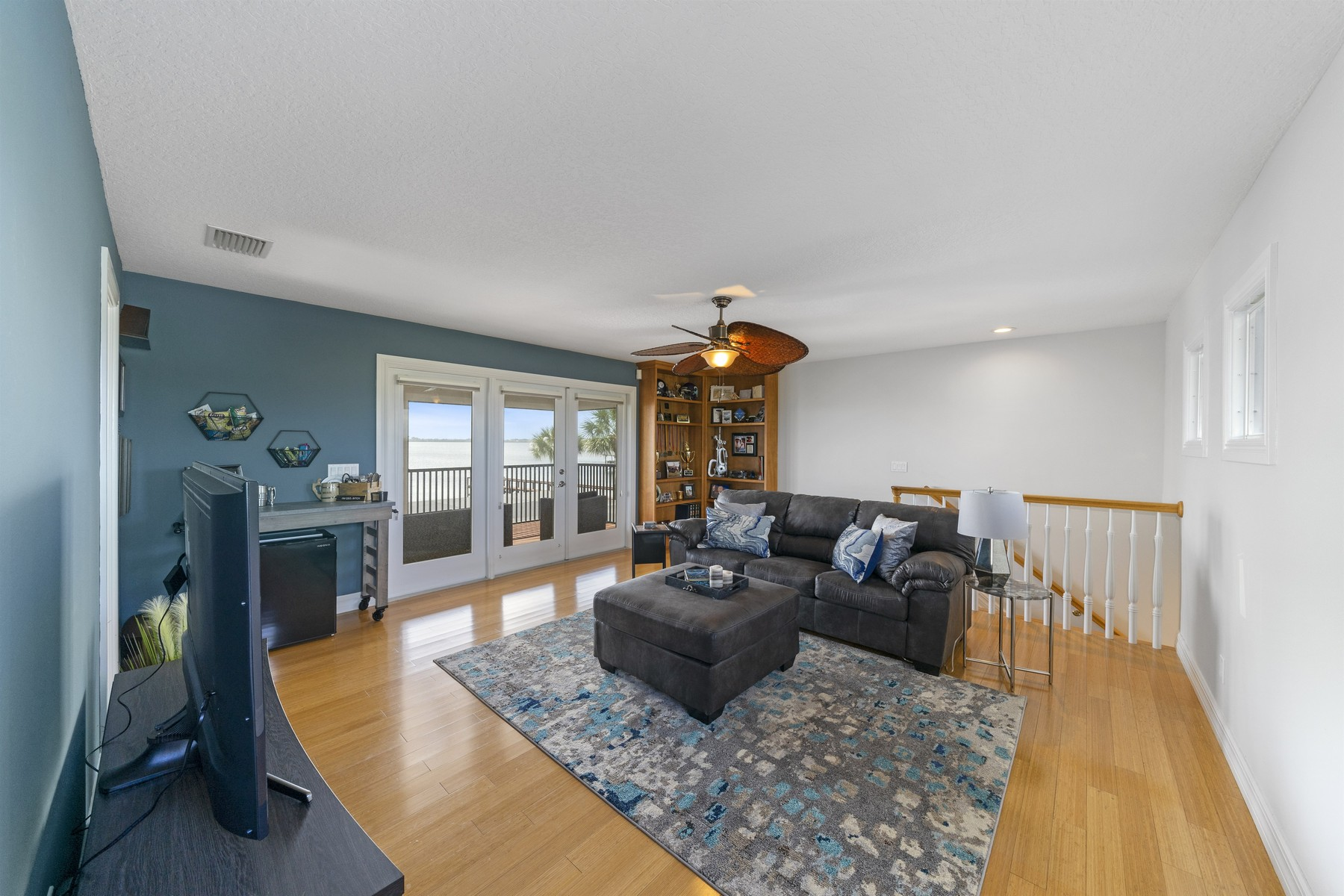 Additional photo for property listing at Wonderful Riverfront Pool Home in Quiet Neighborhood 235 Sea Crest Drive Melbourne Beach, Florida 32951 Estados Unidos