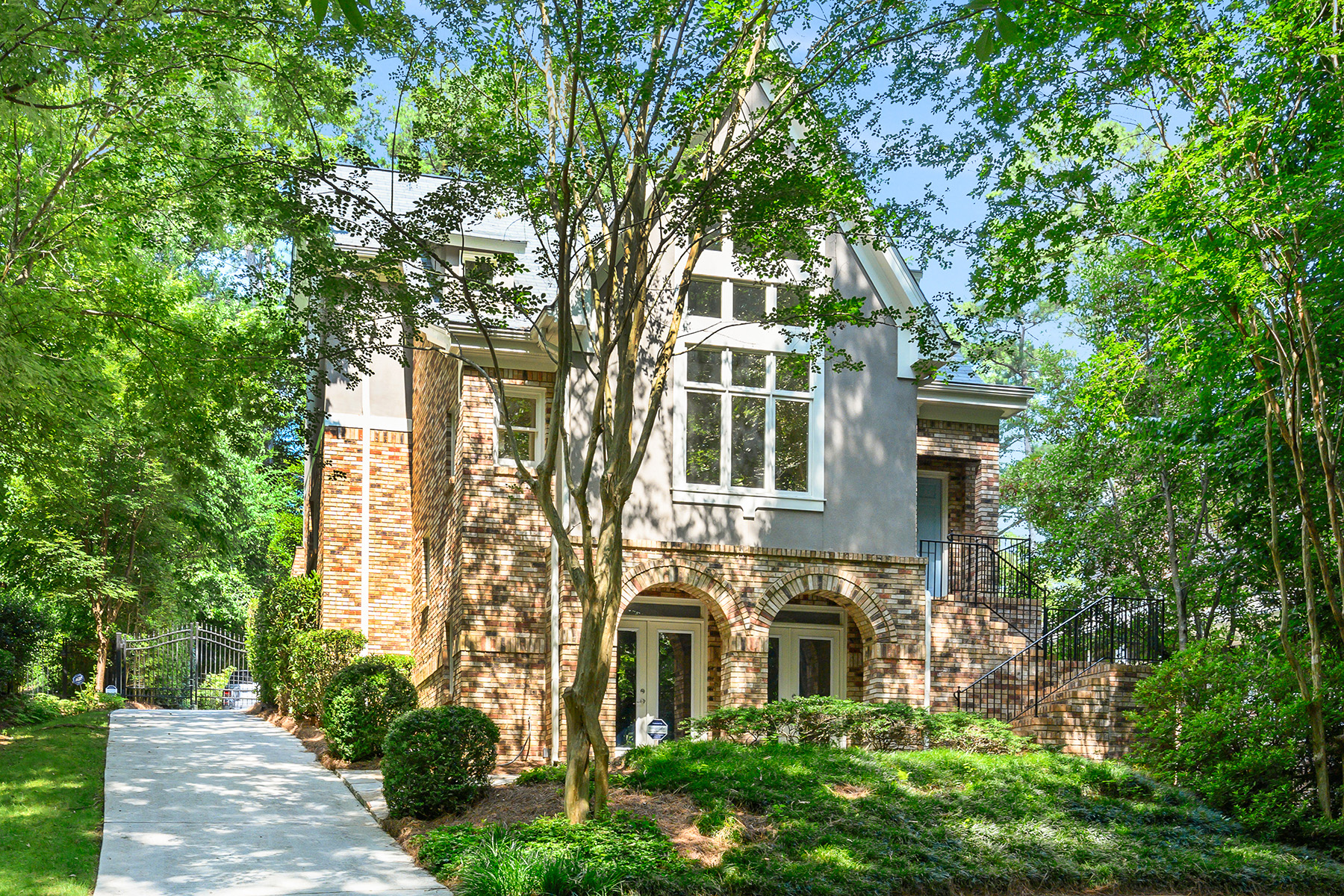 Single Family Homes 용 매매 에 Unbelievable Space In This Three-Story Gem Just Minutes From Downtown Decatur 250 Seneca Street, Decatur, 조지아 30030 미국