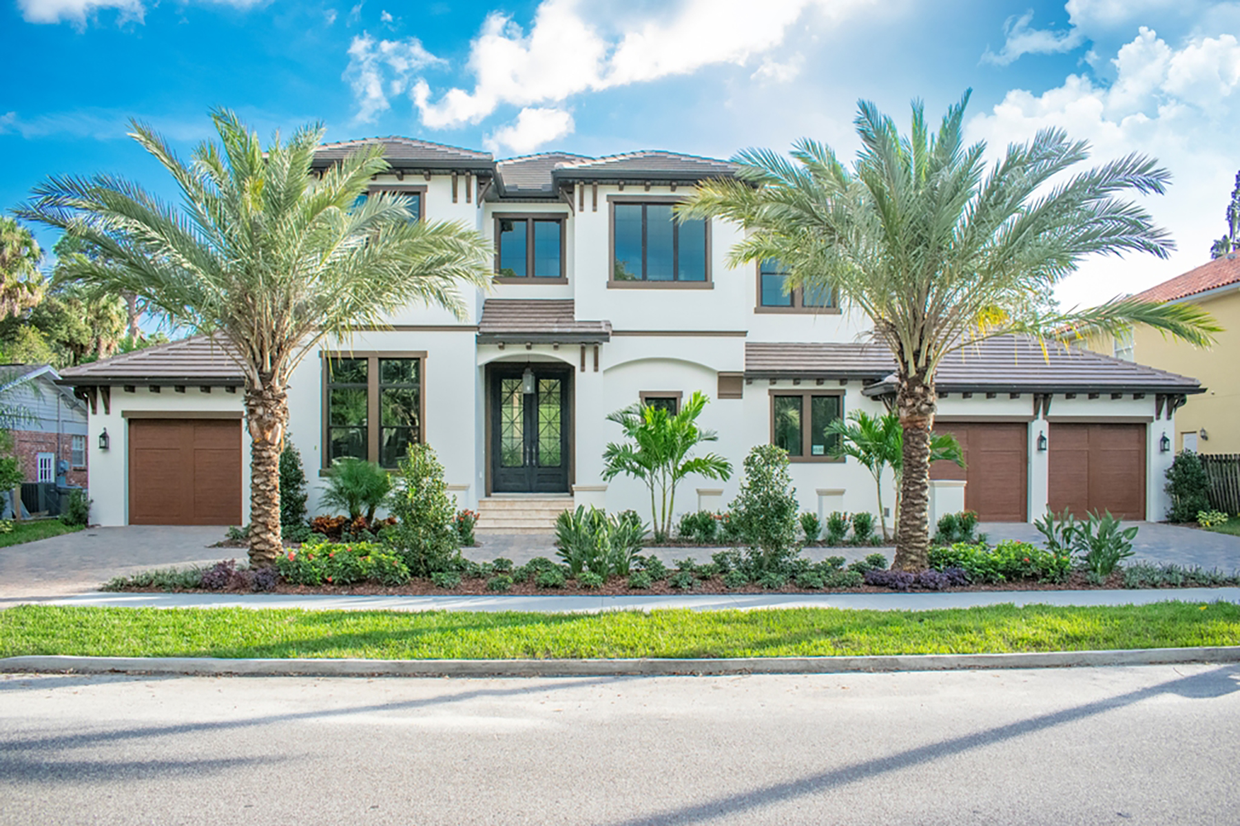 Single Family Homes for Sale at SOUTH TAMPA 4530 W Swann Ave Tampa, Florida 33609 United States