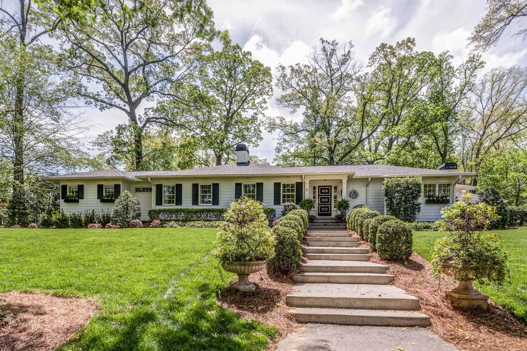 단독 가정 주택 용 매매 에 Historic Intown Estate 1175 Beech Haven Road NE Atlanta, 조지아, 30324 미국