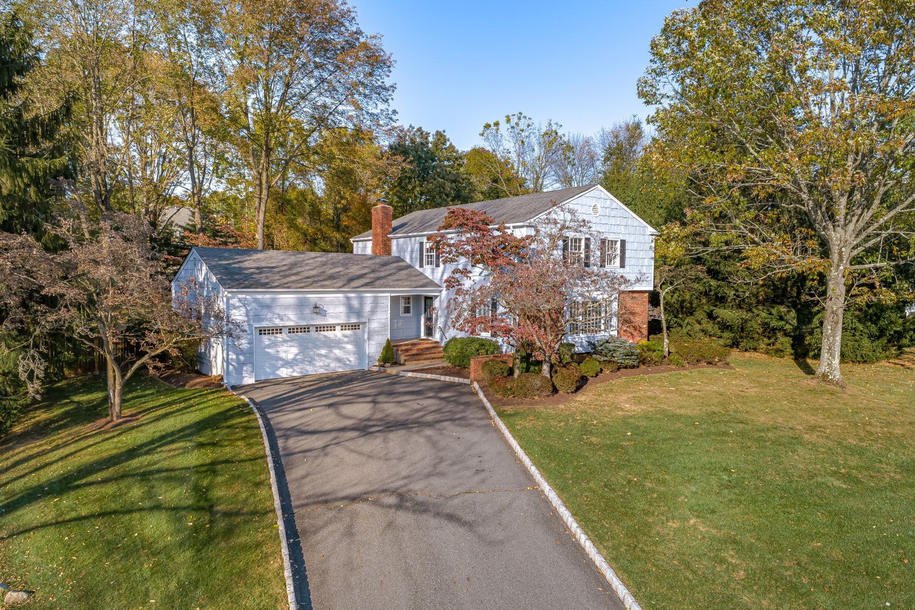 Single Family Homes for Active at Exceptional location and beautifully maintained 15 Heather Hill Way Mendham Borough, New Jersey 07945 United States