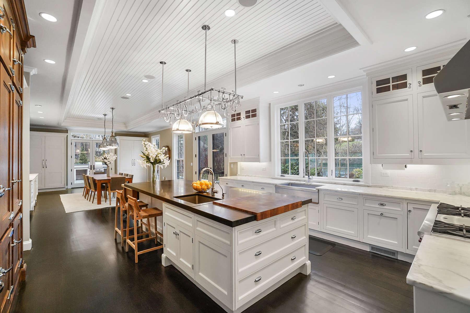 Single Family Homes pour l Vente à 109 Lee St Brookline, Massachusetts 02445 États-Unis