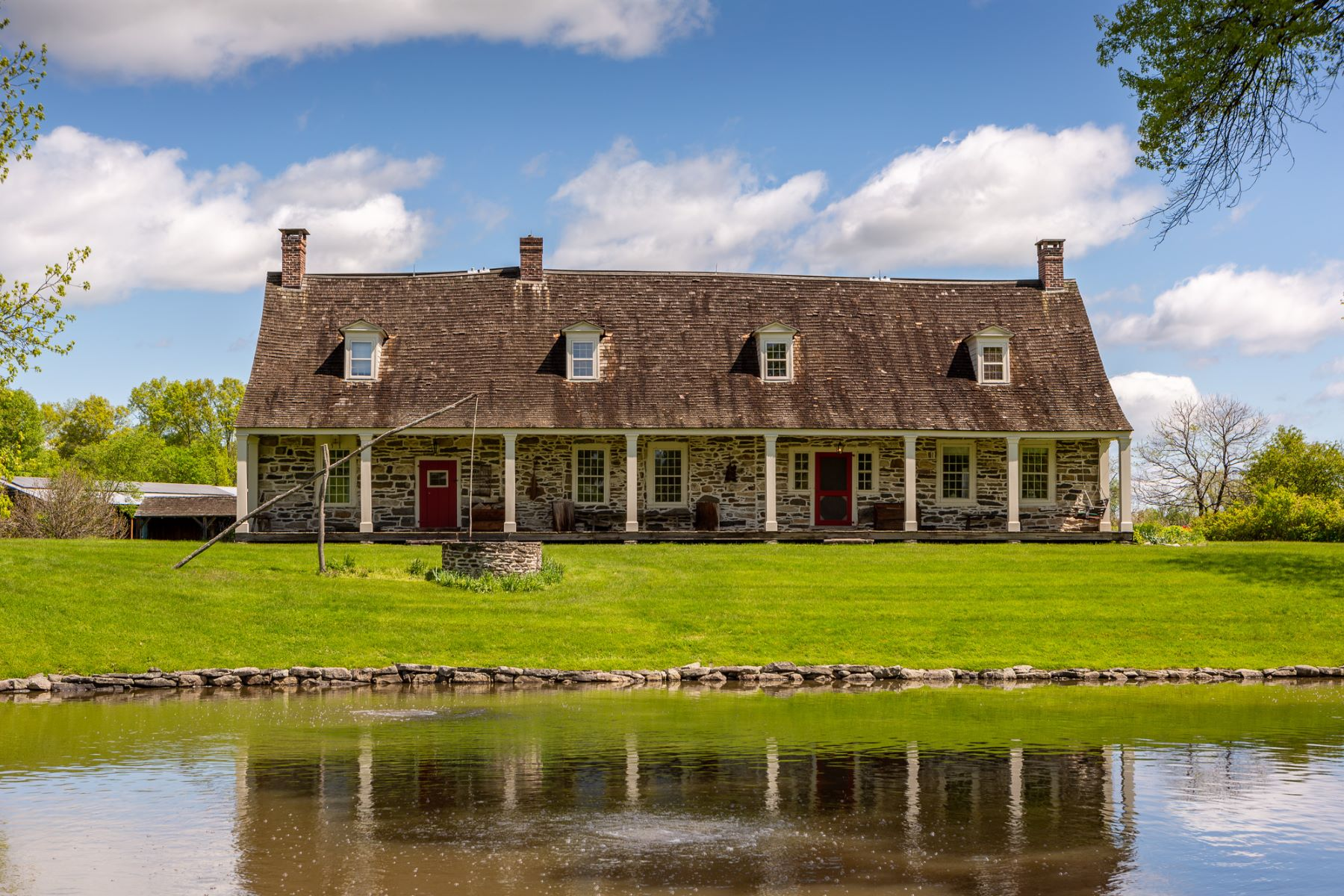Single Family Homes pour l Vente à Red Mill Farm 337 Red Mills Road New Paltz, New York 12589 États-Unis
