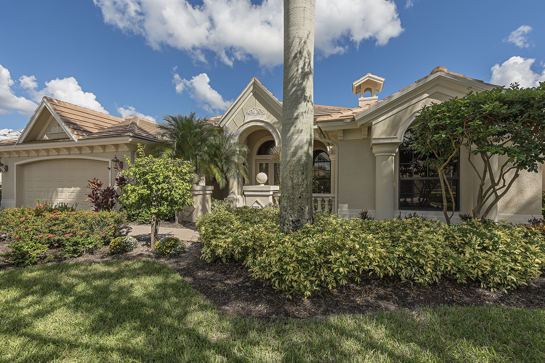 Single Family Homes pour l Vente à Bonita Springs 28505 Azzili Way Bonita Springs, Floride 34135 États-Unis