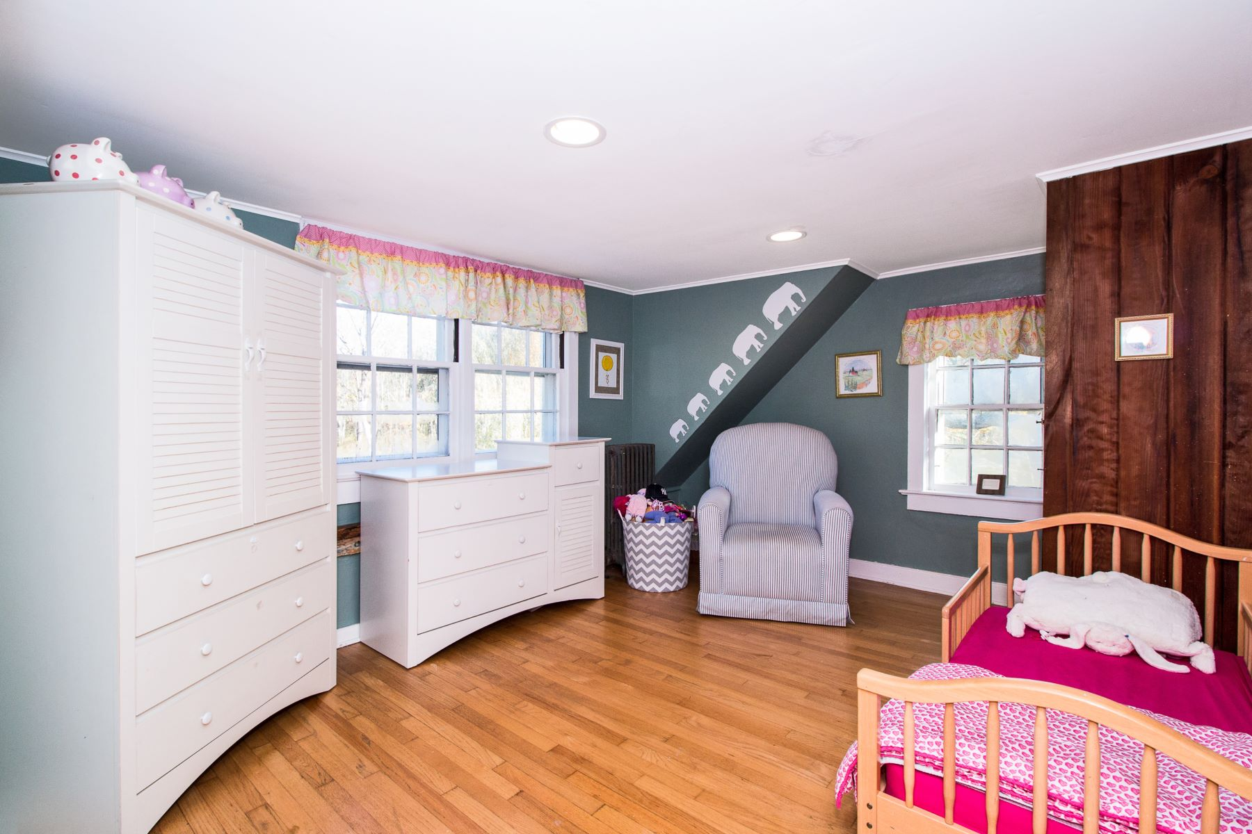 Additional photo for property listing at Charming Antique Colonial 126 Whitenack Road Basking Ridge, New Jersey 07920 United States