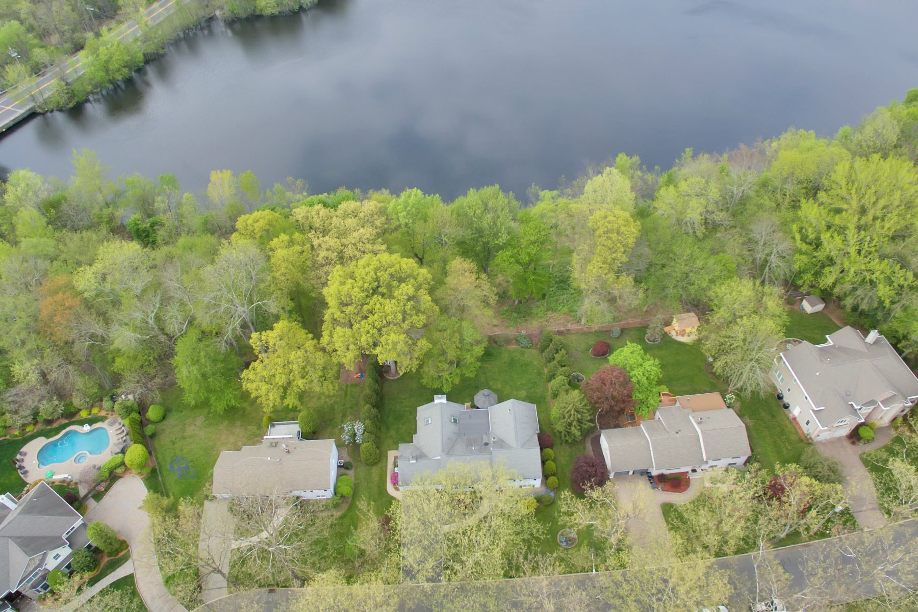 single family homes для того Продажа на Breathtaking Water Views 58 Cedar Ct, Closter, Нью-Джерси 07624 Соединенные Штаты
