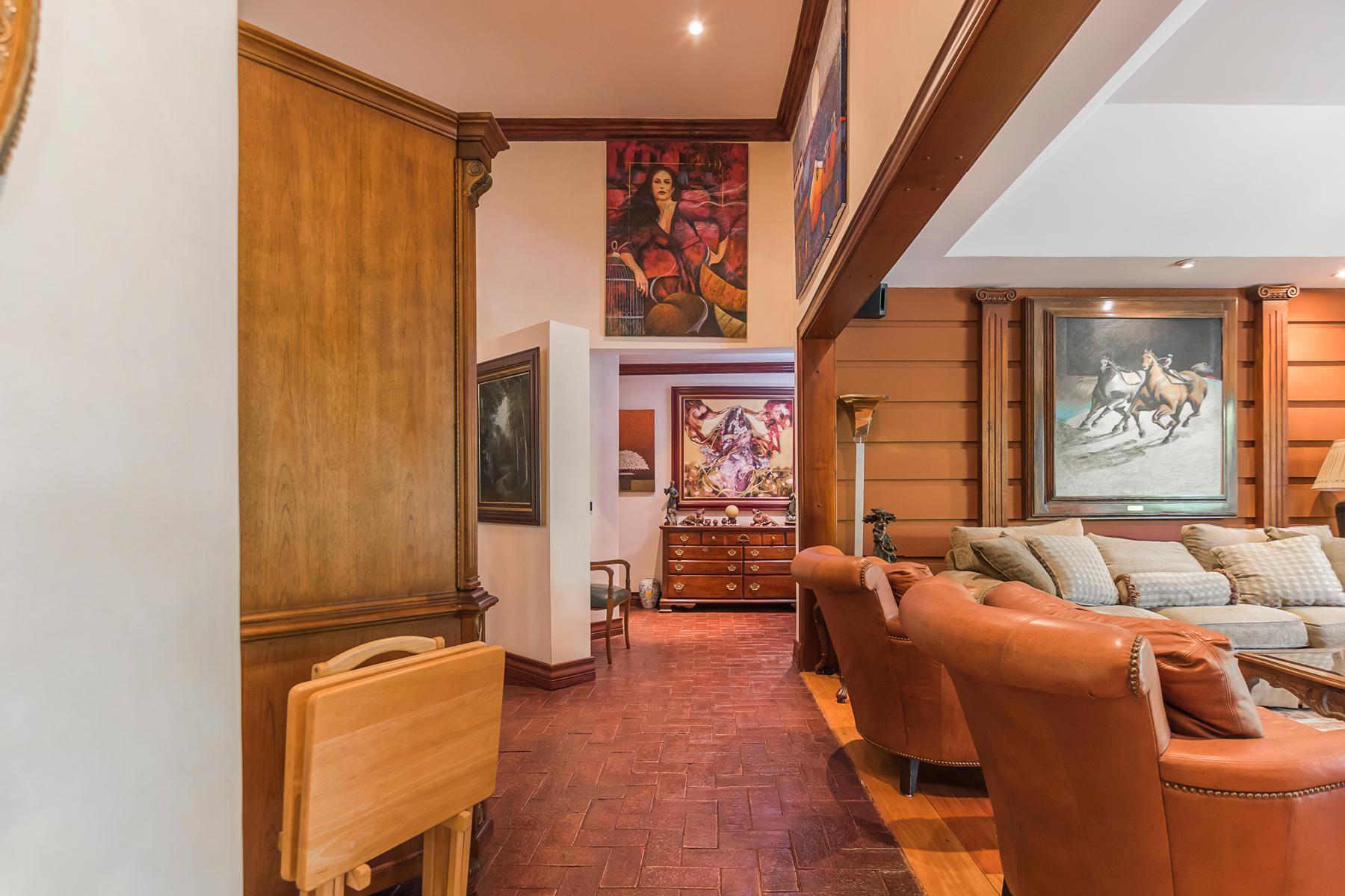 Maison unifamiliale pour l Vente à Art House in Bosques de Lindora Santa Ana, San Jose, Costa Rica