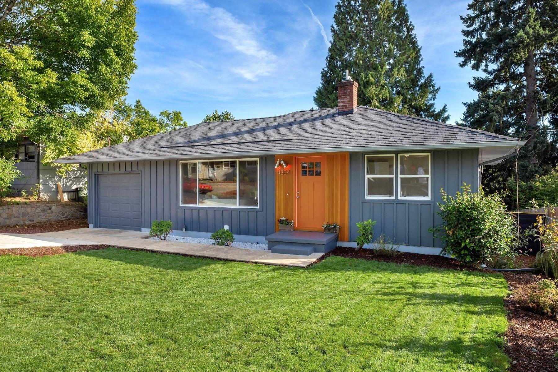 Single Family Homes pour l Vente à 4304 SE Rio Vista Street Milwaukie, Oregon 97222 États-Unis