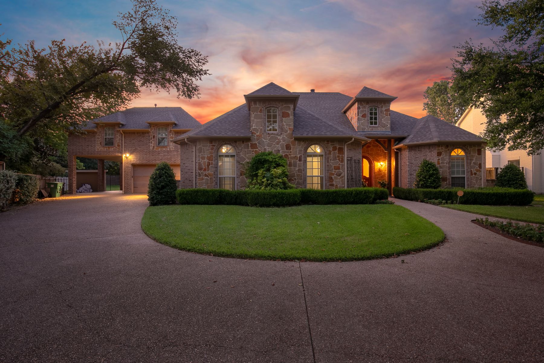 Single Family Homes for Active at Beautiful custom built, 5 bedroom, 4.1 bath 2840 River Brook Court Fort Worth, Texas 76116 United States