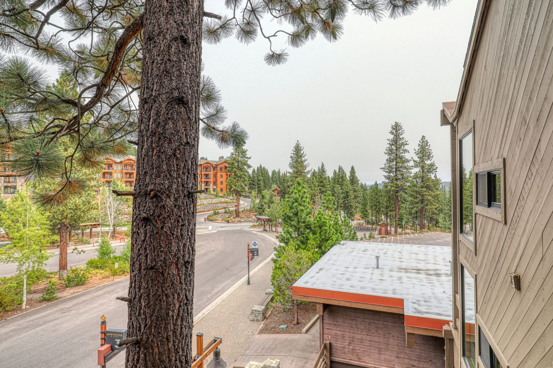 Additional photo for property listing at Fantastic Northstar Village Condo 2000 North Village Drive #301 Truckee, California 96161 United States