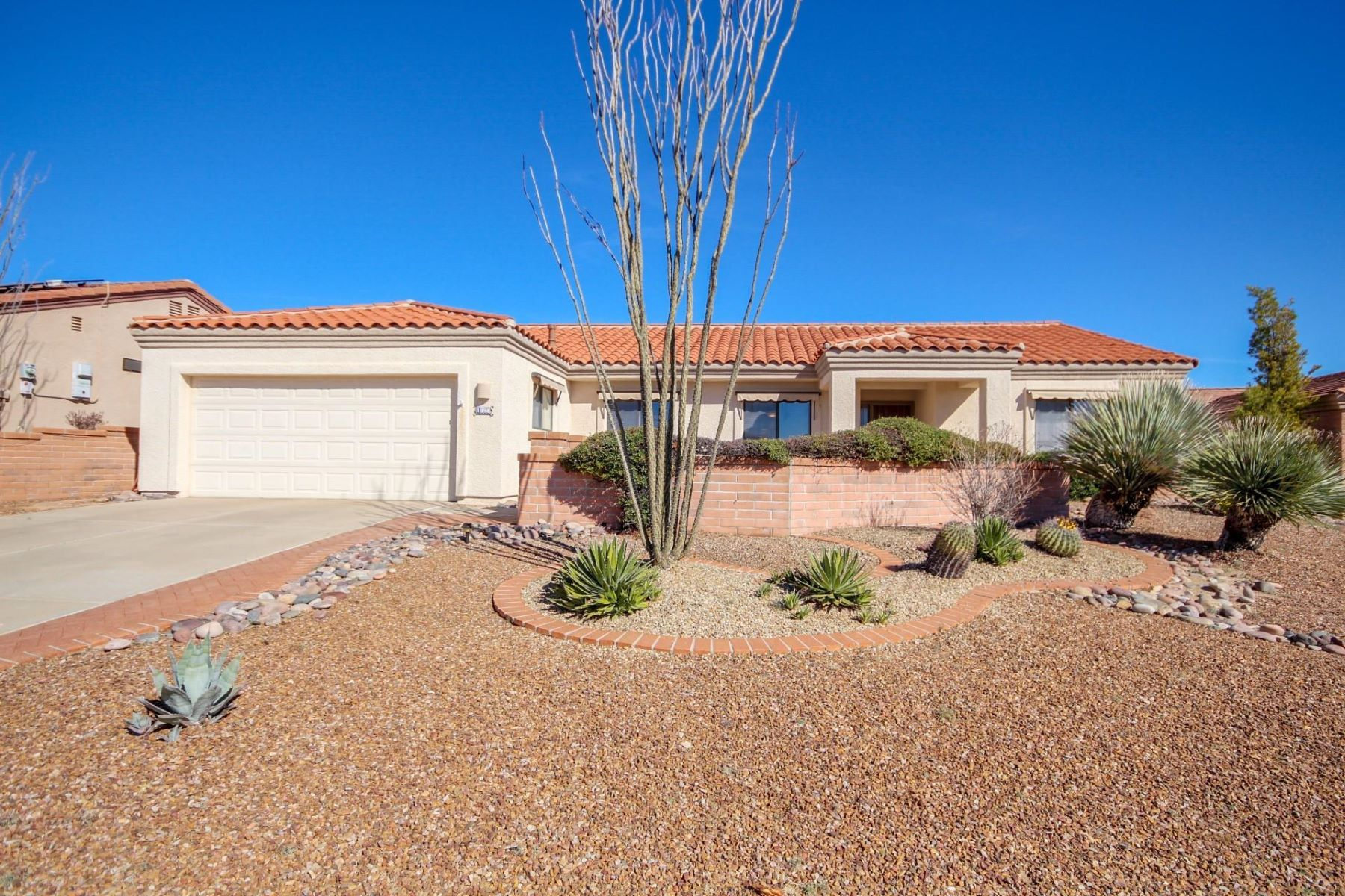 Single Family Homes for Active at Fantastic Golf Course and Mountain Views 1998 W Via Nuevo Leon Green Valley, Arizona 85622 United States
