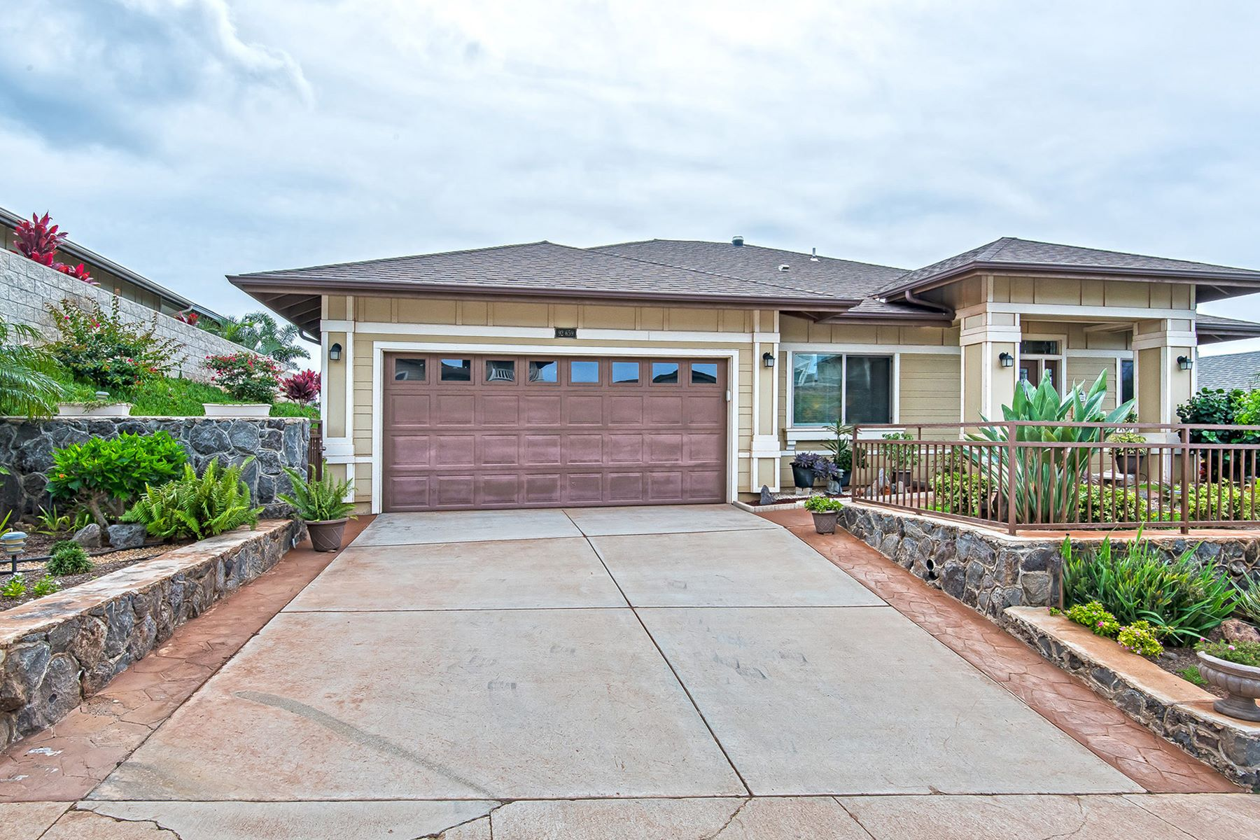Single Family Home for Sale at Oasis in Makakilo 92-659 Welo St Kapolei, Hawaii 96707 United States