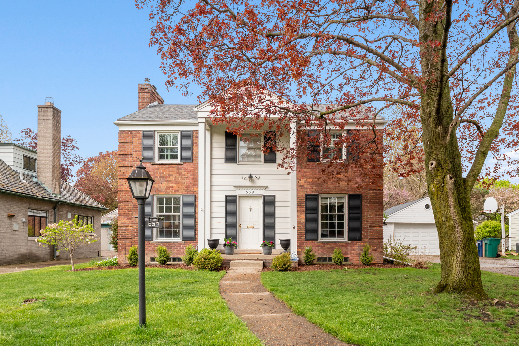 Single Family Homes for Sale at Grosse Point Park 659 Lakepointe Street Grosse Pointe Park, Michigan 48230 United States
