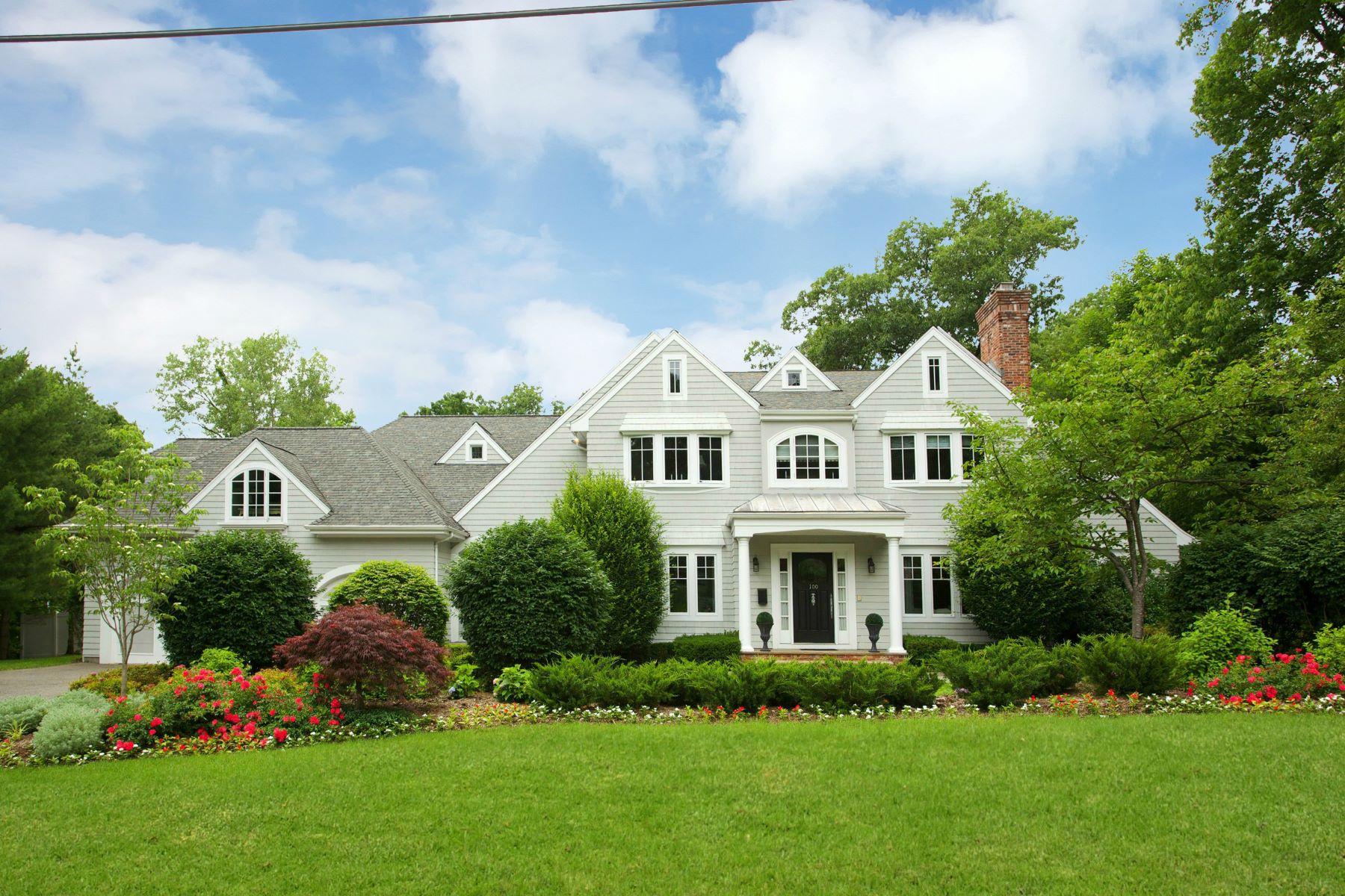 独户住宅 为 销售 在 Hampton Style Estate 100 Devriese Court 特纳弗莱, 新泽西州 07670 美国