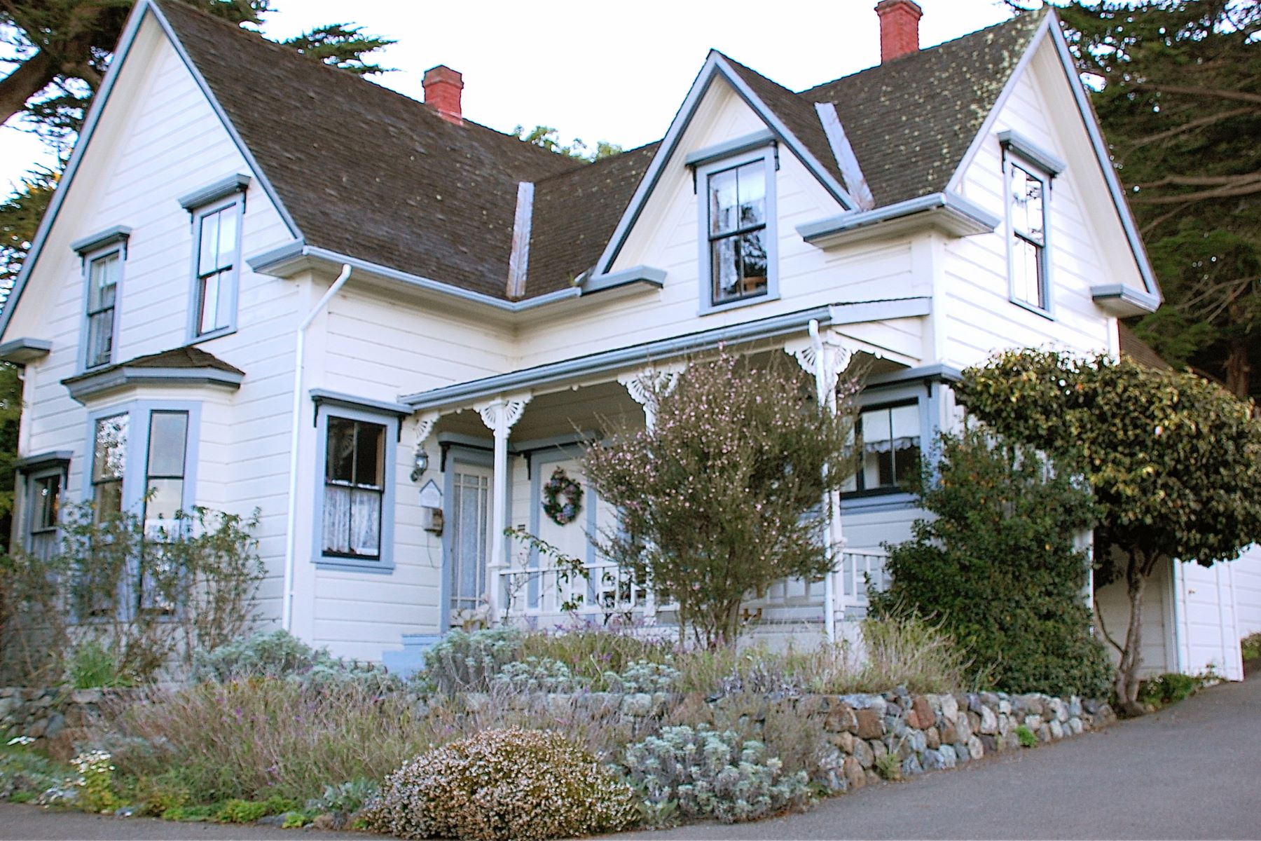 Commercial for Sale at Dennen's Victorian Farmhouse 7001 N Highway One Little River, California 95456 United States
