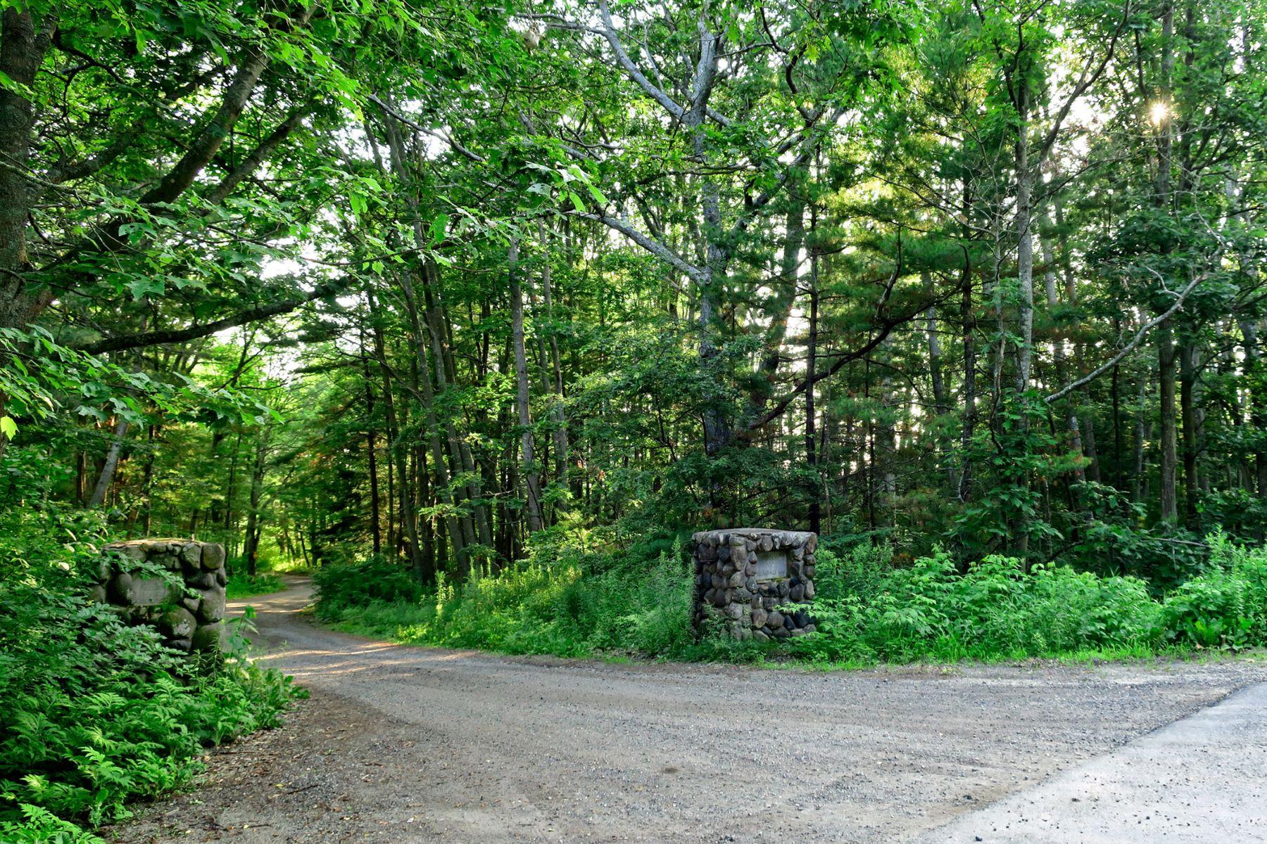 أراضي للـ Sale في Lot 10 Indian Woods Road (Lot Only) Scarborough, Maine 04074 United States