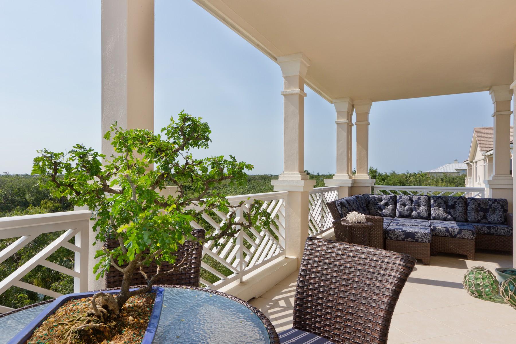 Condominio por un Venta en Beautifully Appointed Luxury Condo 701 N Swim Club DR, #4B Indian River Shores, Florida 32963 Estados Unidos
