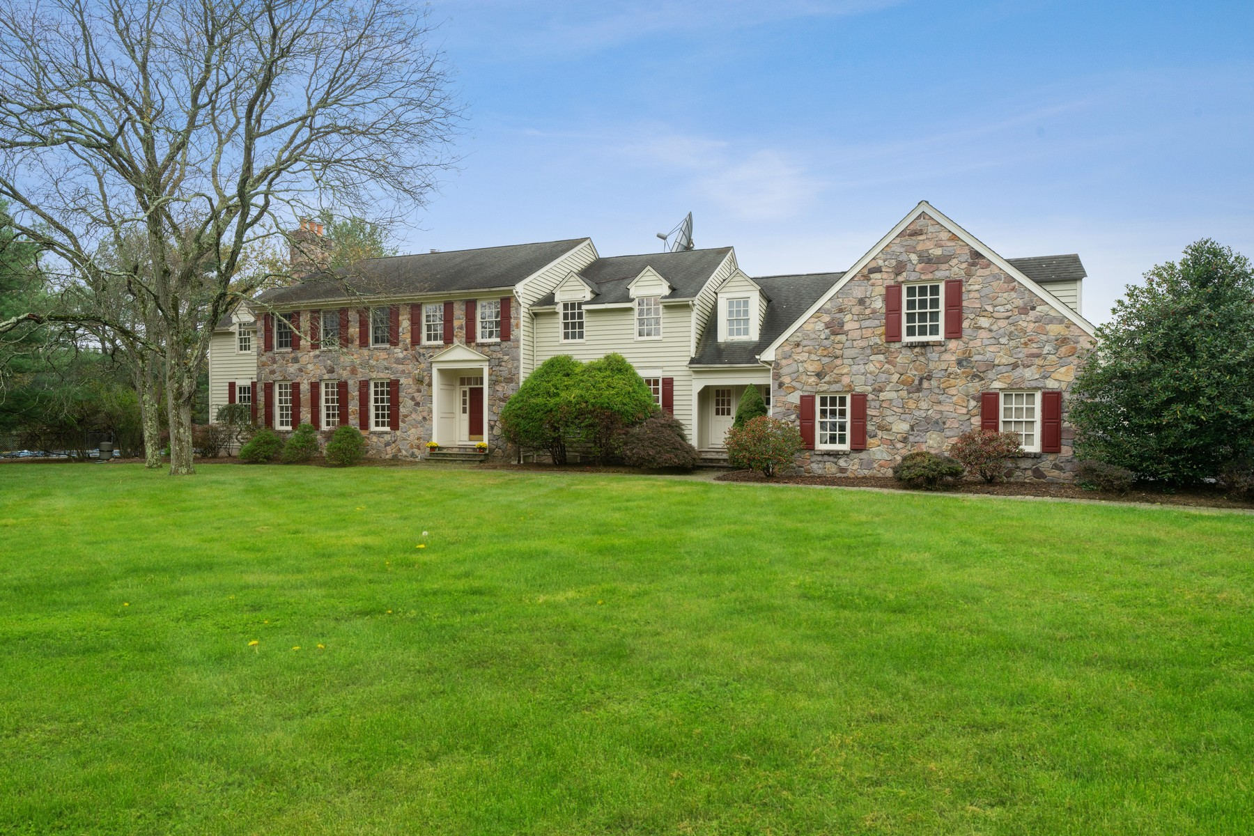 Single Family Homes for Sale at Grand Custom Bucks County Colonial 17 Clive Lane, Basking Ridge, New Jersey 07920 United States