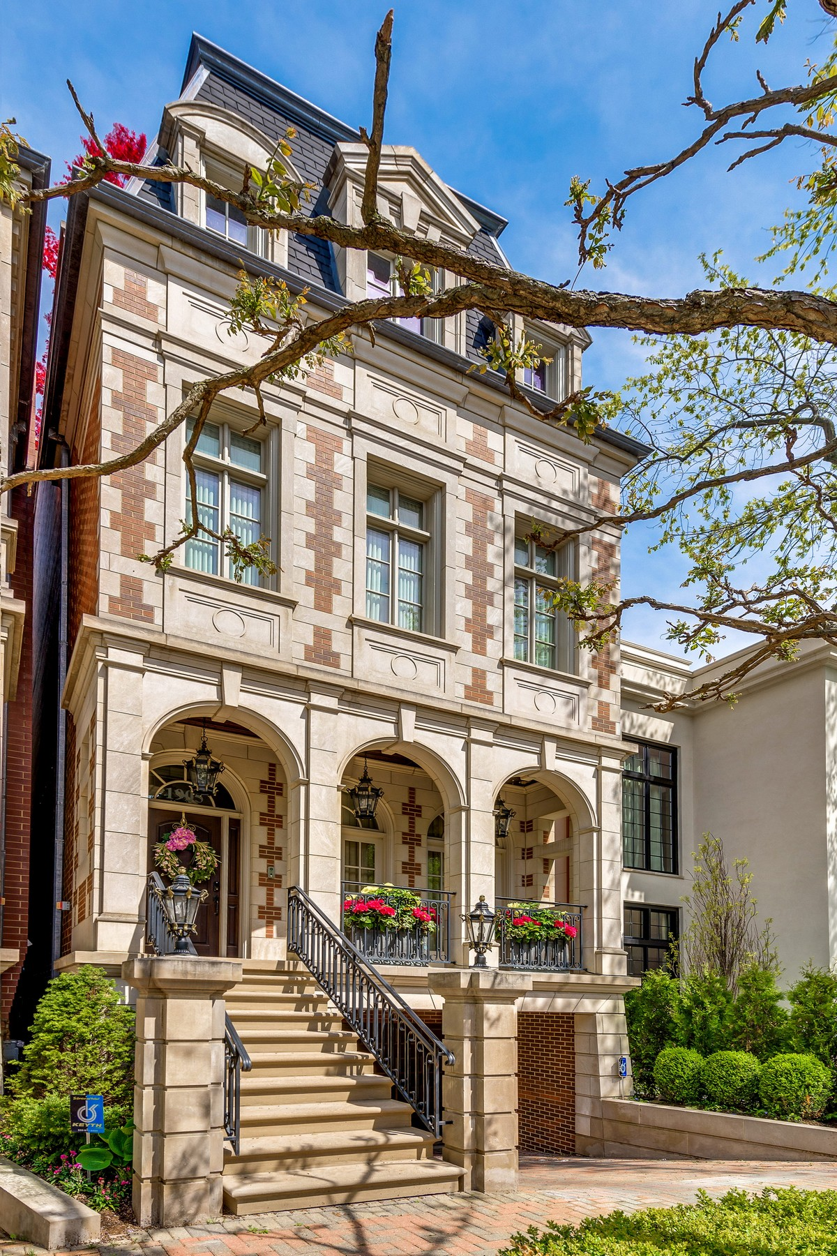 Intricately Renovated Classic Masterpiece 1905 N Burling Street Chicago, Illinois 60614 Estados Unidos