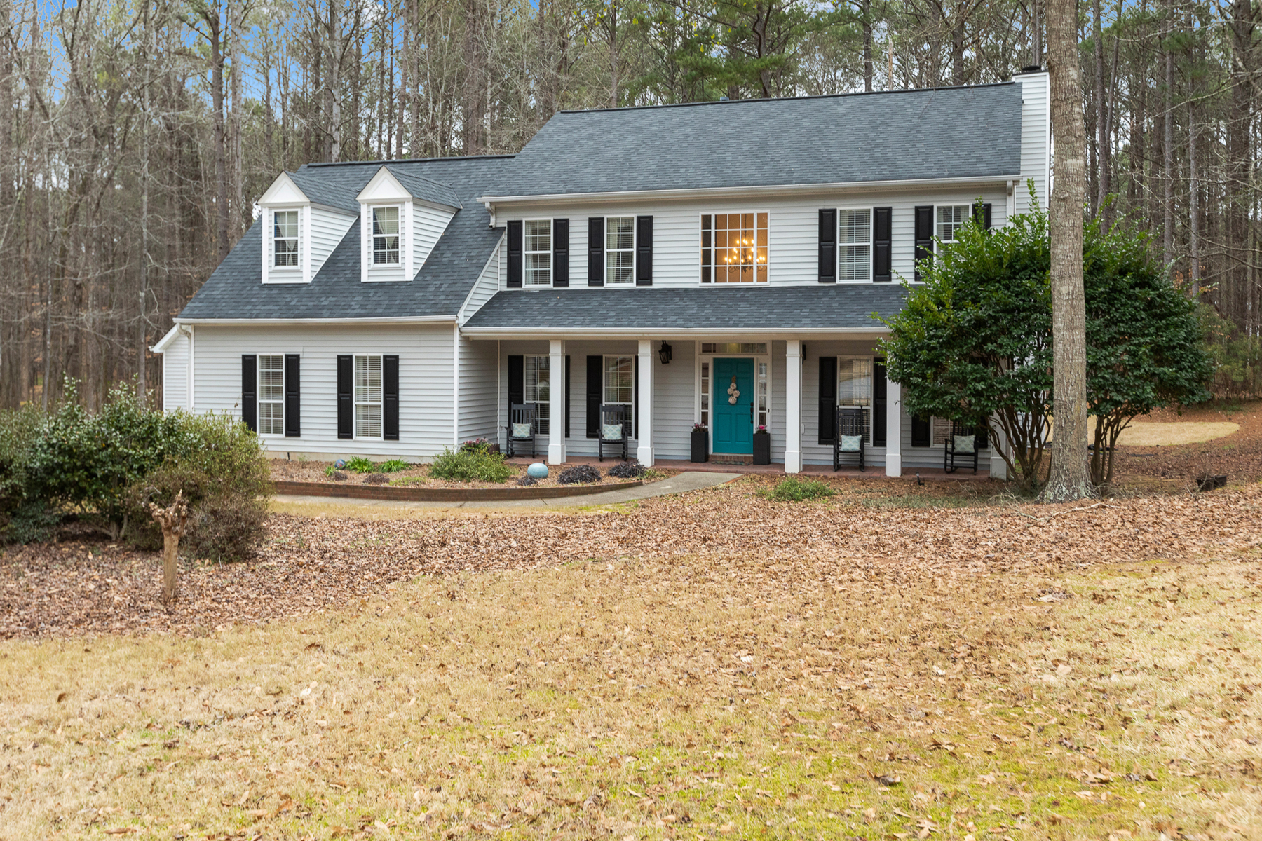 Single Family Homes for Sale at Beautifully Renovated Home in Jefferson Woods 150 Mockingbird Trail Peachtree City, Georgia 30269 United States