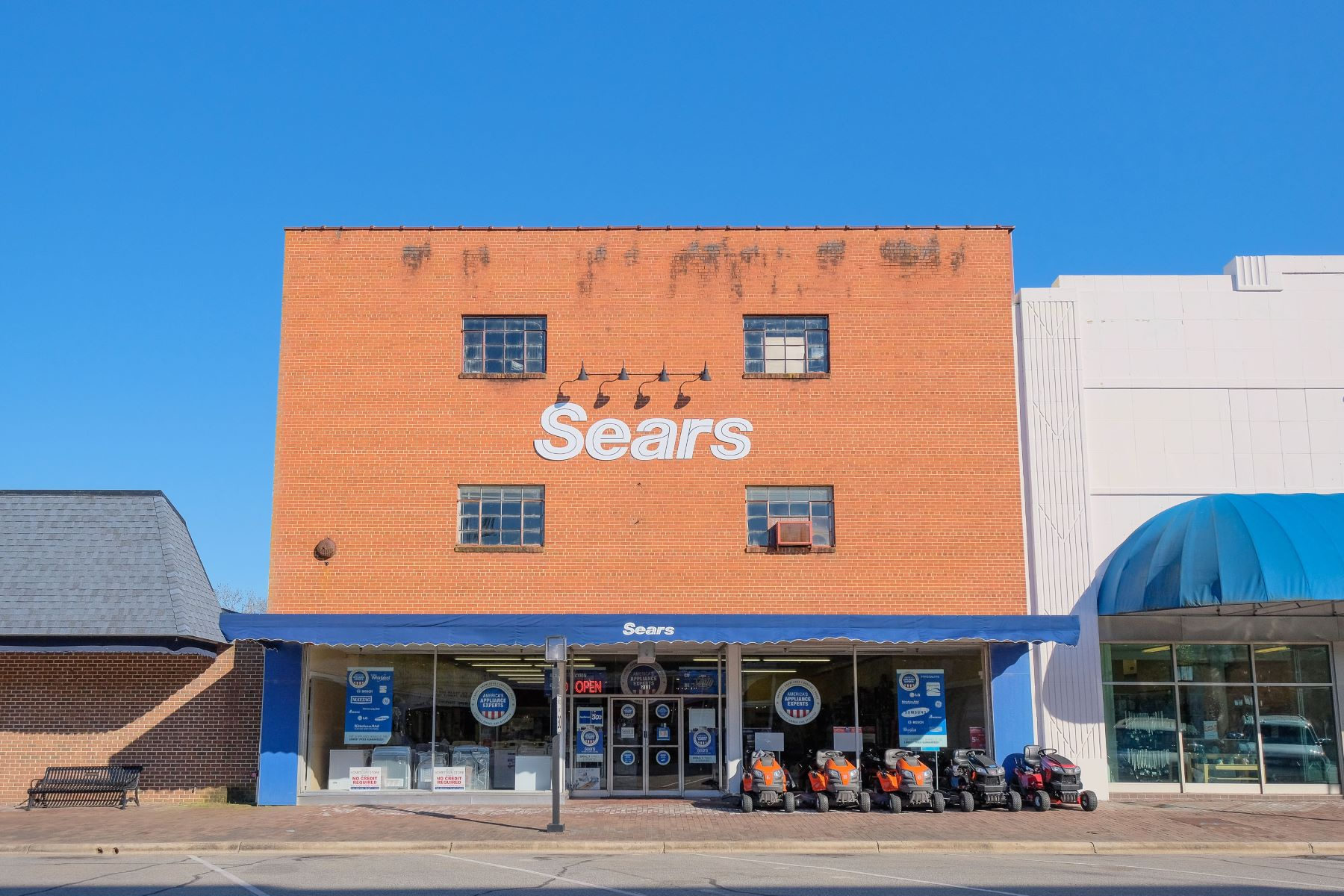 Additional photo for property listing at Sears Building Main Street Edenton 211 S Broad St Edenton, Северная Каролина 27932 Соединенные Штаты