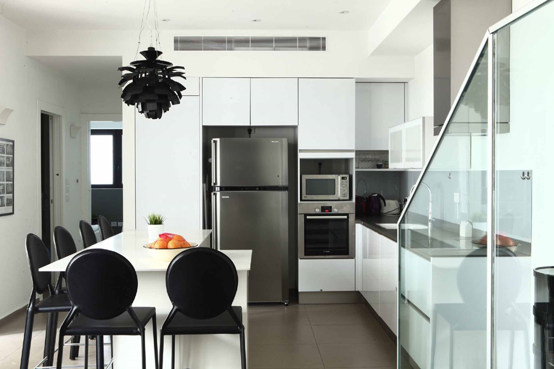 Additional photo for property listing at Designer Apartment in Bauhaus Building near the Sea Tel Aviv, Israel Israël