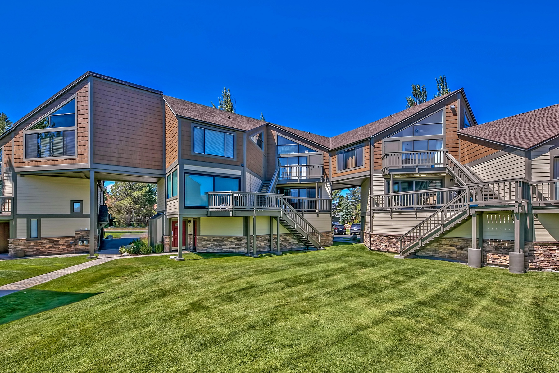 Property por un Venta en 555 Tahoe Keys Blvd, #7, South Lake Tahoe, CA, 96150 555 Tahoe Keys Boulevard #7 South Lake Tahoe, California 96150 Estados Unidos