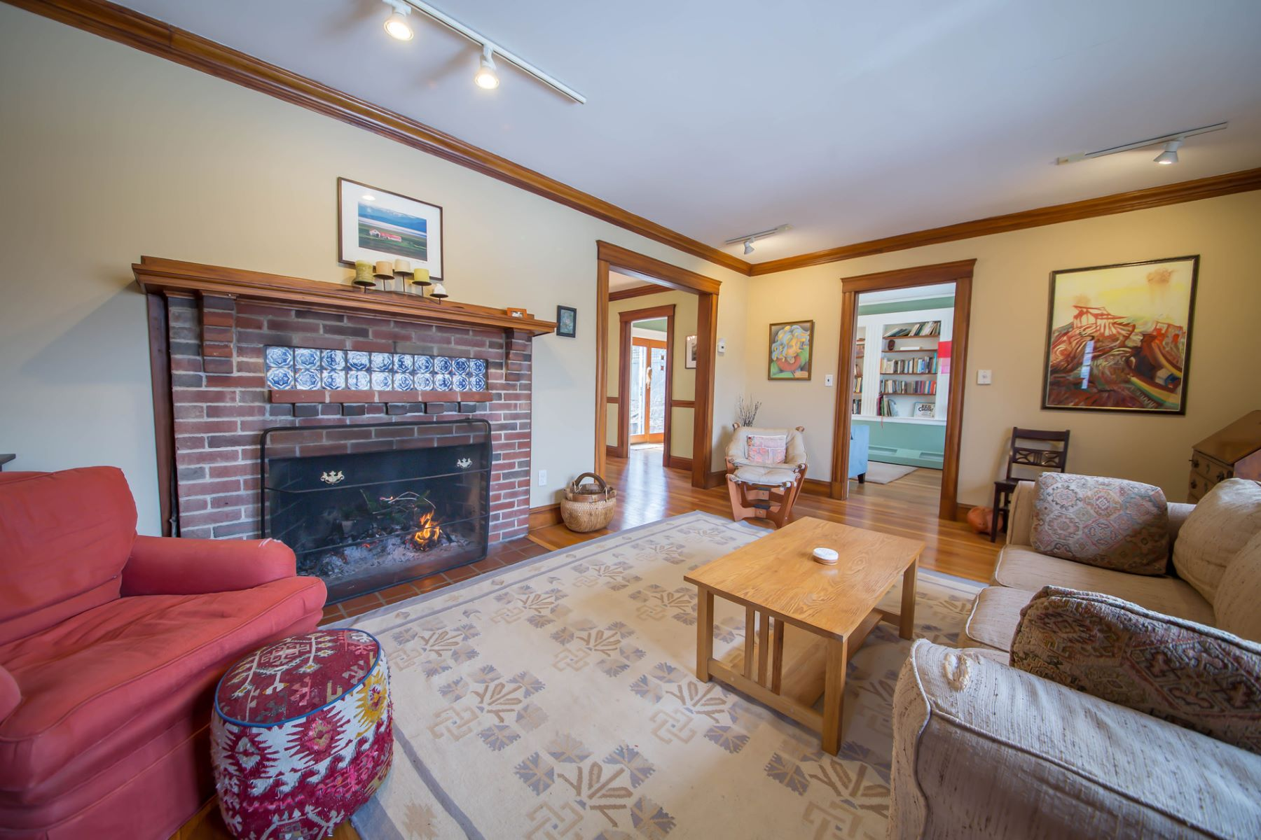 Nhà ở một gia đình vì Bán tại 100 Westchester Rd, Boston Boston, Massachusetts, 02130 Hoa Kỳ