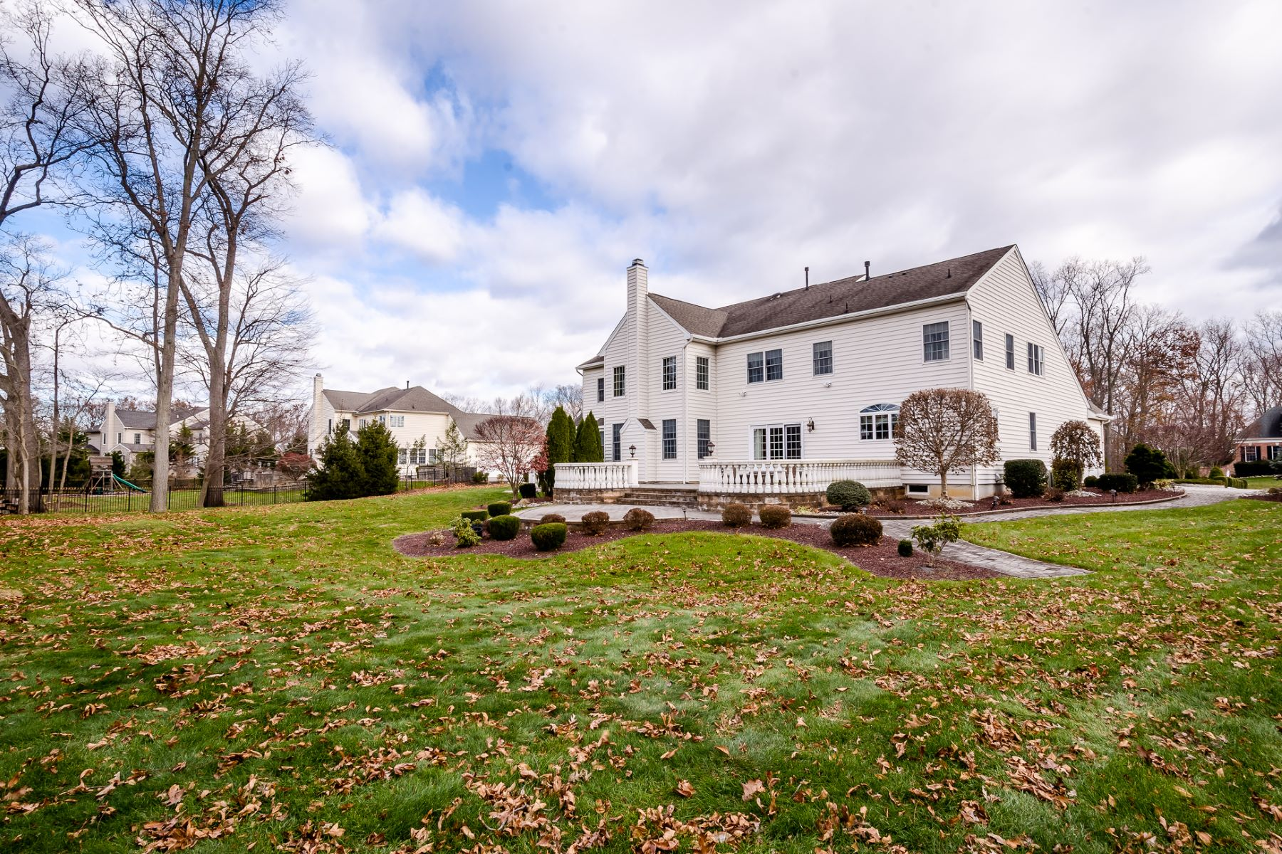 Additional photo for property listing at Luxurious Center Hall in Cranbury 18 Shady Brook Lane, Cranbury, New Jersey 08512 United States