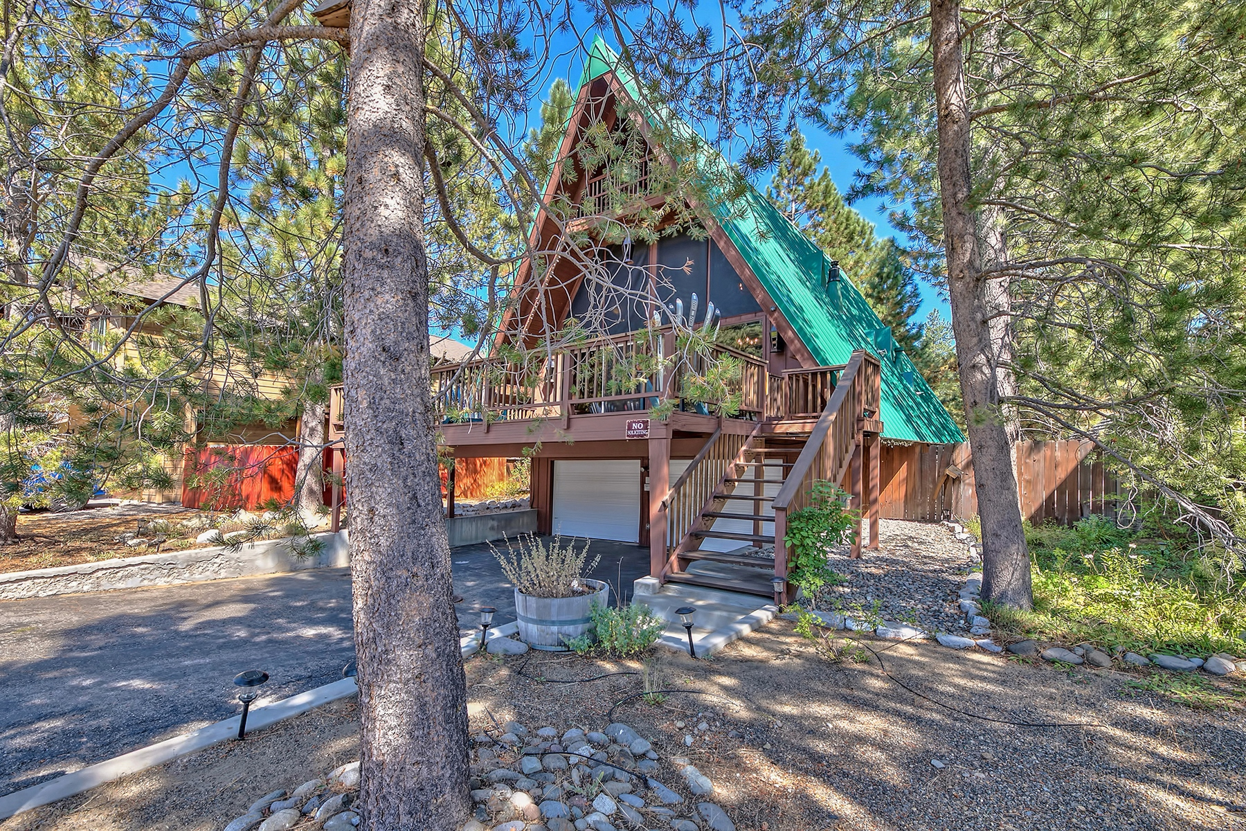 Single Family Home for Active at 923 Creekwood Drive, South Lake Tahoe, CA 96150 923 Creekwood Drive South Lake Tahoe, California 96150 United States