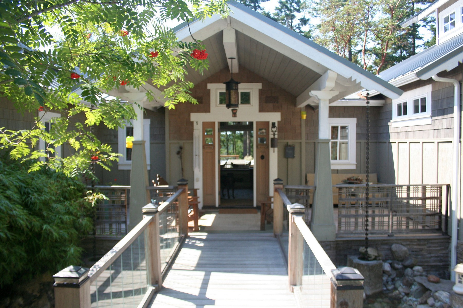 Additional photo for property listing at Welcoming Home with Waterviews on San Juan Island  星期五港, 华盛顿州 98250 美国