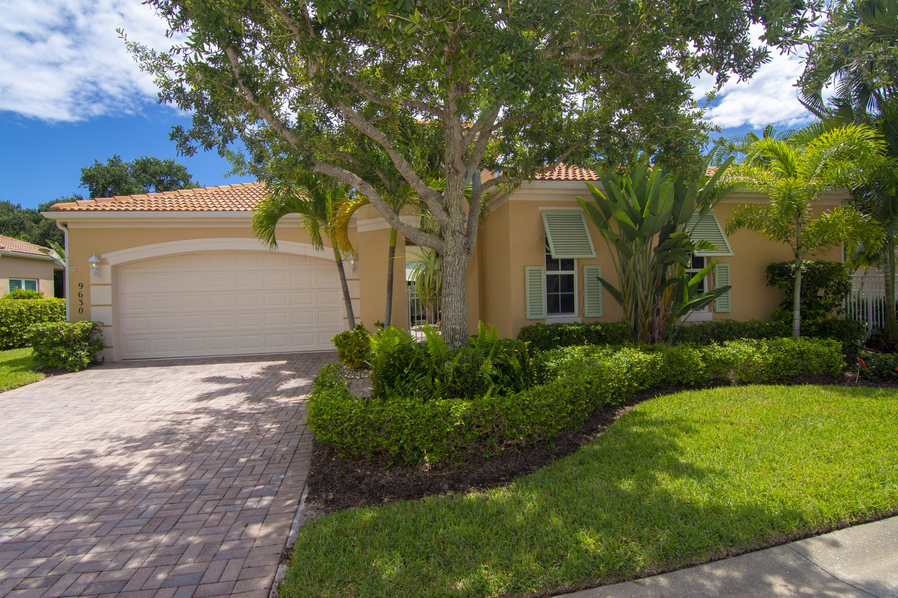 Single Family Homes for Sale at Courtyard Pool Home with Guest Cabana 9630 E Maiden Court Vero Beach, Florida 32963 United States