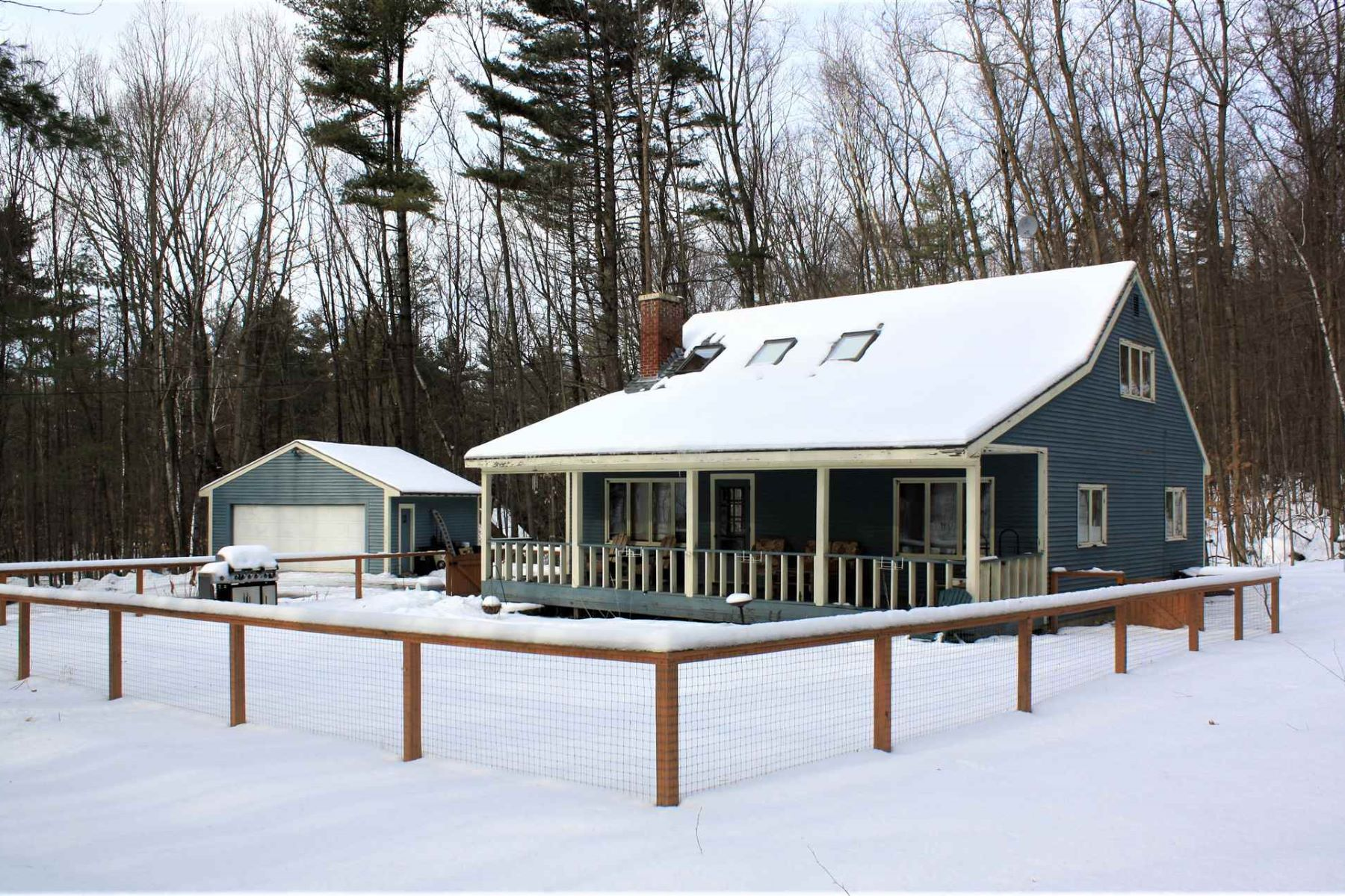 Single Family Homes for Sale at Lovely, Cape Style home with open floor plan 337 Burnham Drive Middlebury, Vermont 05753 United States