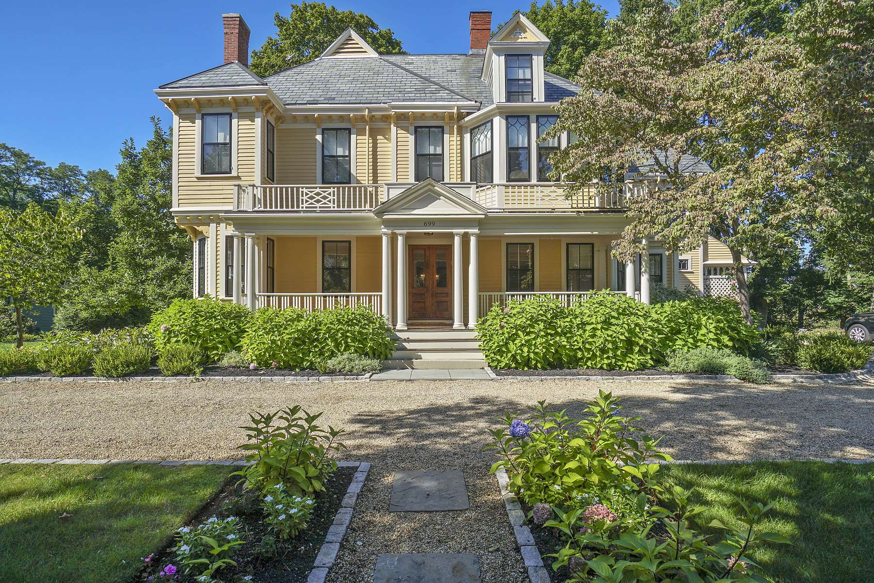 Single Family Homes por un Venta en Exceptional Victorian With Gorgeous Period Details 699 Boston Post Road Weston, Massachusetts 02493 Estados Unidos
