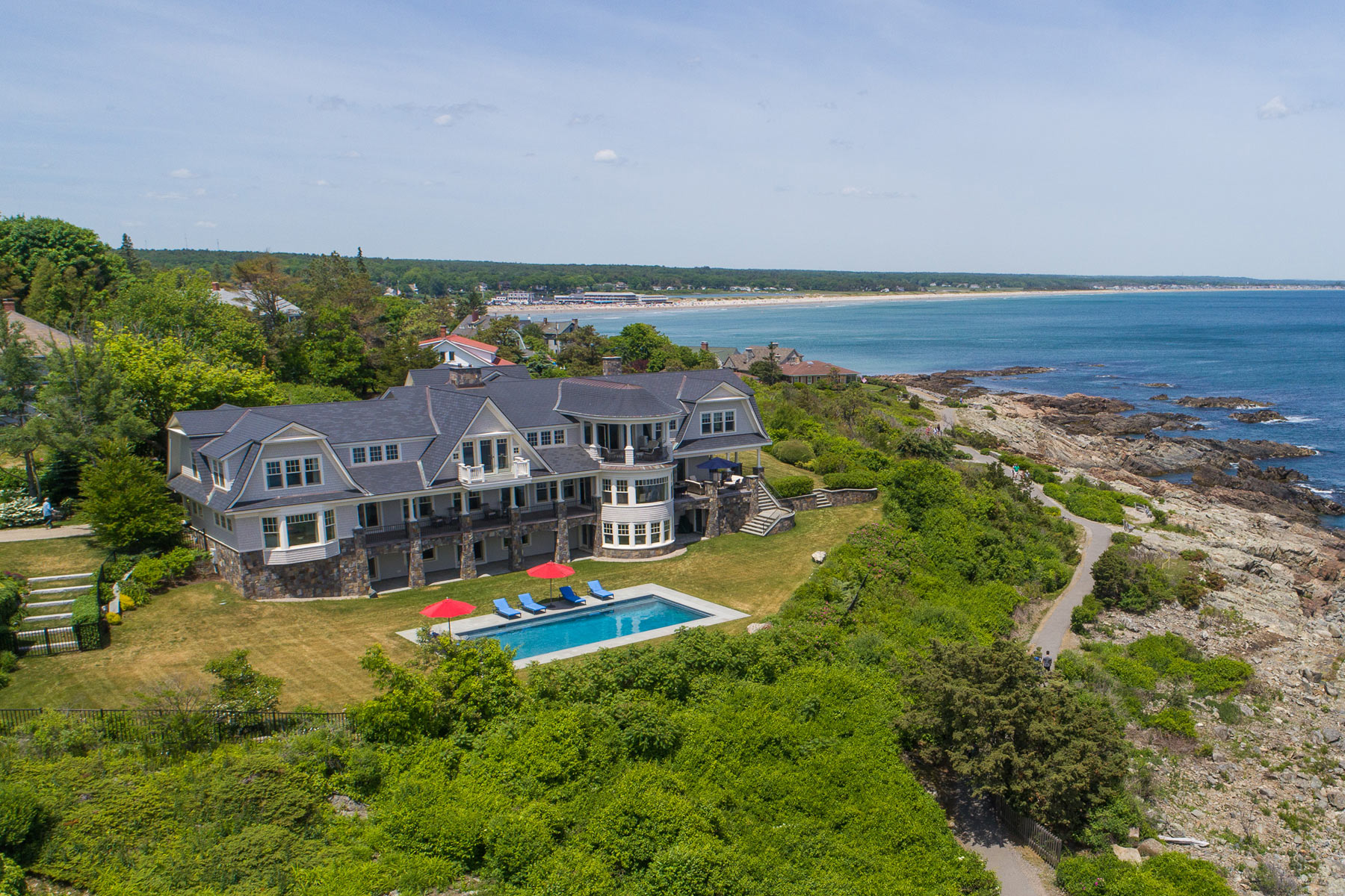 Single Family Homes للـ Sale في Grand Residence on 1.29 Acres on the Marginal Way with Unrivaled Ocean Views 144 Frazier Pasture Road, Ogunquit, Maine 03907 United States