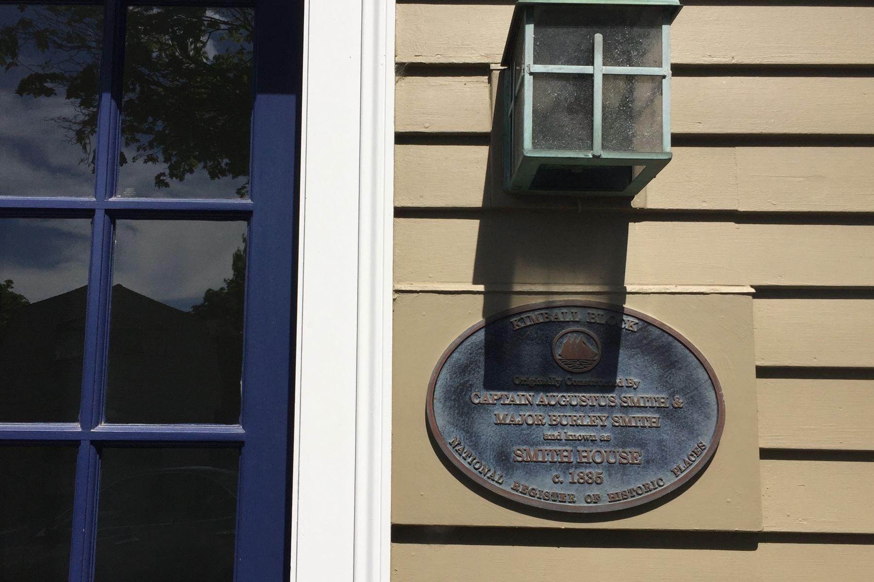 Appartement en copropriété pour l Vente à Sun Filled Condo in Manchester Center 48 Union Street Unit 3 Manchester, Massachusetts, 01944 États-Unis