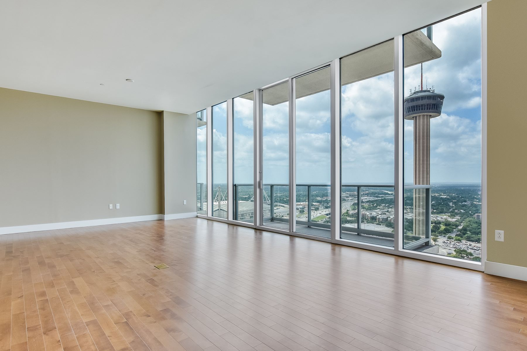Condominio por un Alquiler en Luxury Living at Alteza 610 E. Market Street #3111 San Antonio, Texas 78205 Estados Unidos