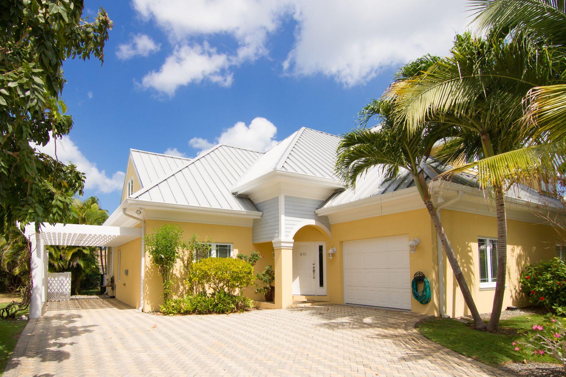 独户住宅 为 销售 在 Savannah Grand Family Home 开曼群岛其他地方, 开曼群岛