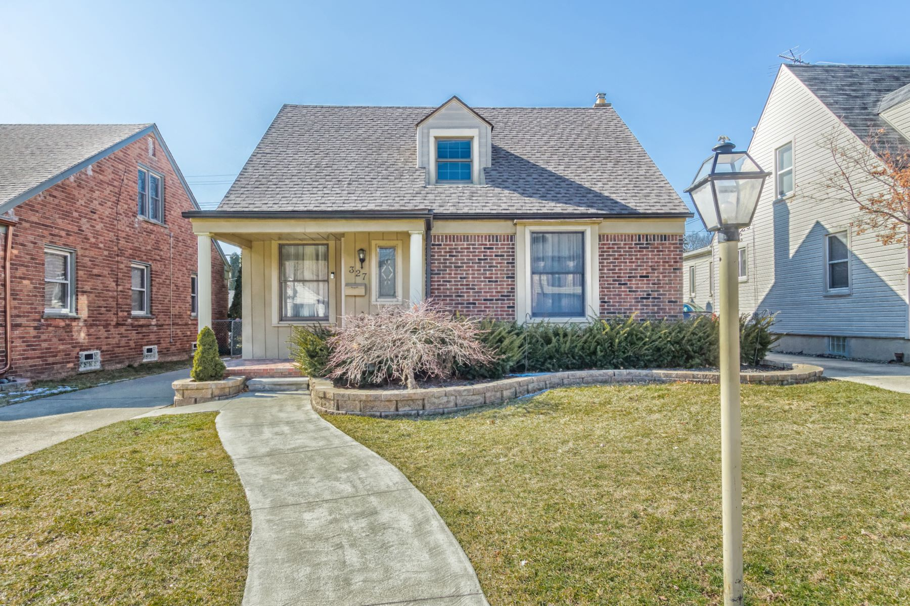 Single Family Homes para Venda às 327 Devonshire Street, Dearborn, Michigan 48124 Estados Unidos