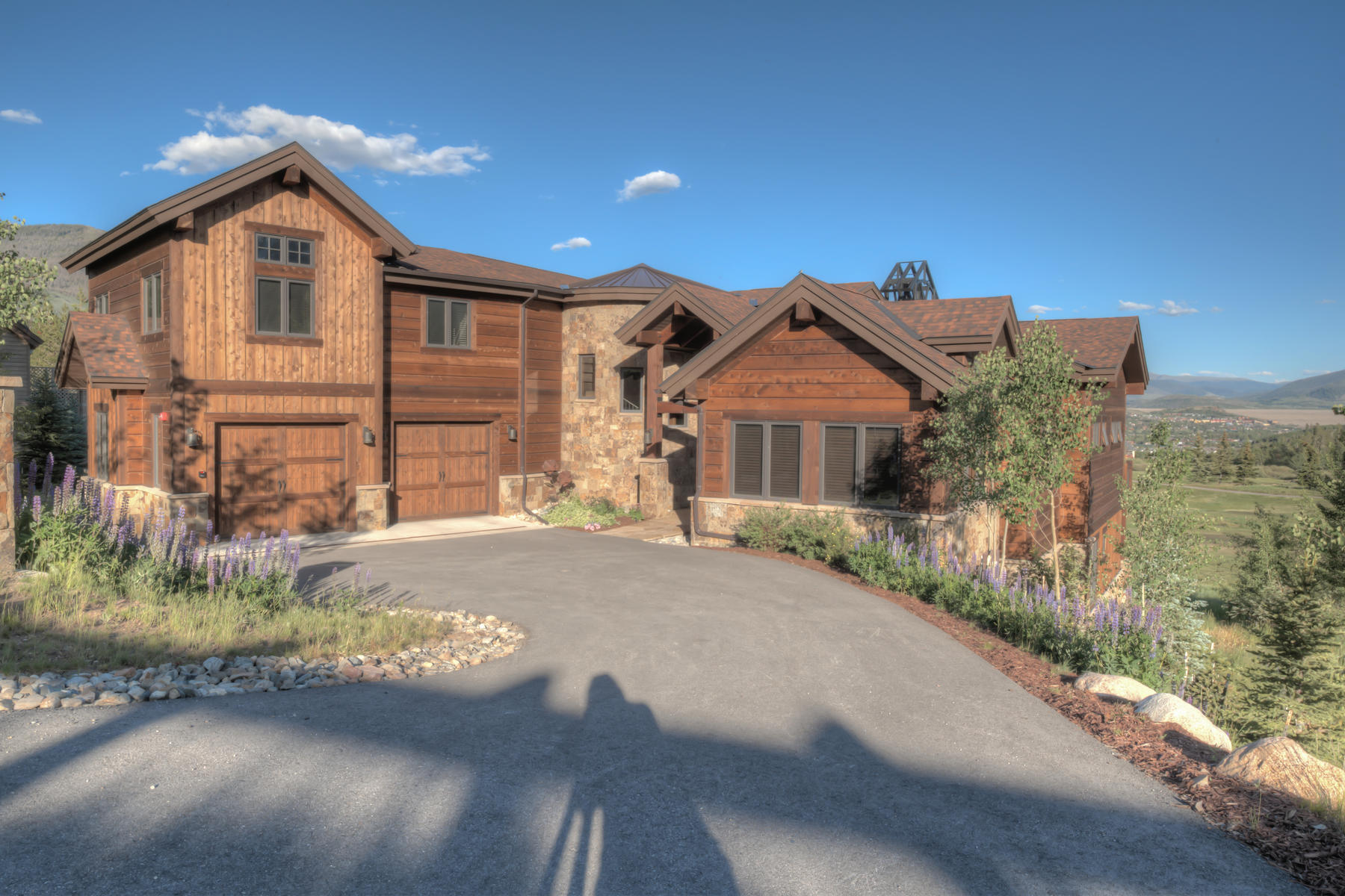 Single Family Homes for Sale at Beautiful Luxury Home in Raven at Three Peaks 755 Golden Eagle Road, Silverthorne, Colorado 80498 United States