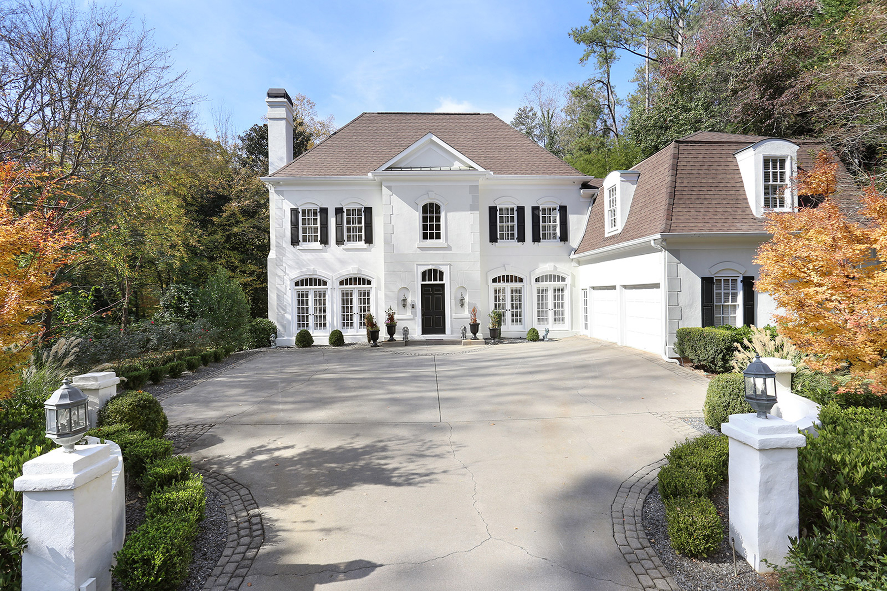 Einfamilienhaus für Verkauf beim Sophisticated French Provincial located in desirable Chastain Park 4401 Jett Place NW, Chastain Park, Atlanta, Georgia, 30327 Vereinigte Staaten