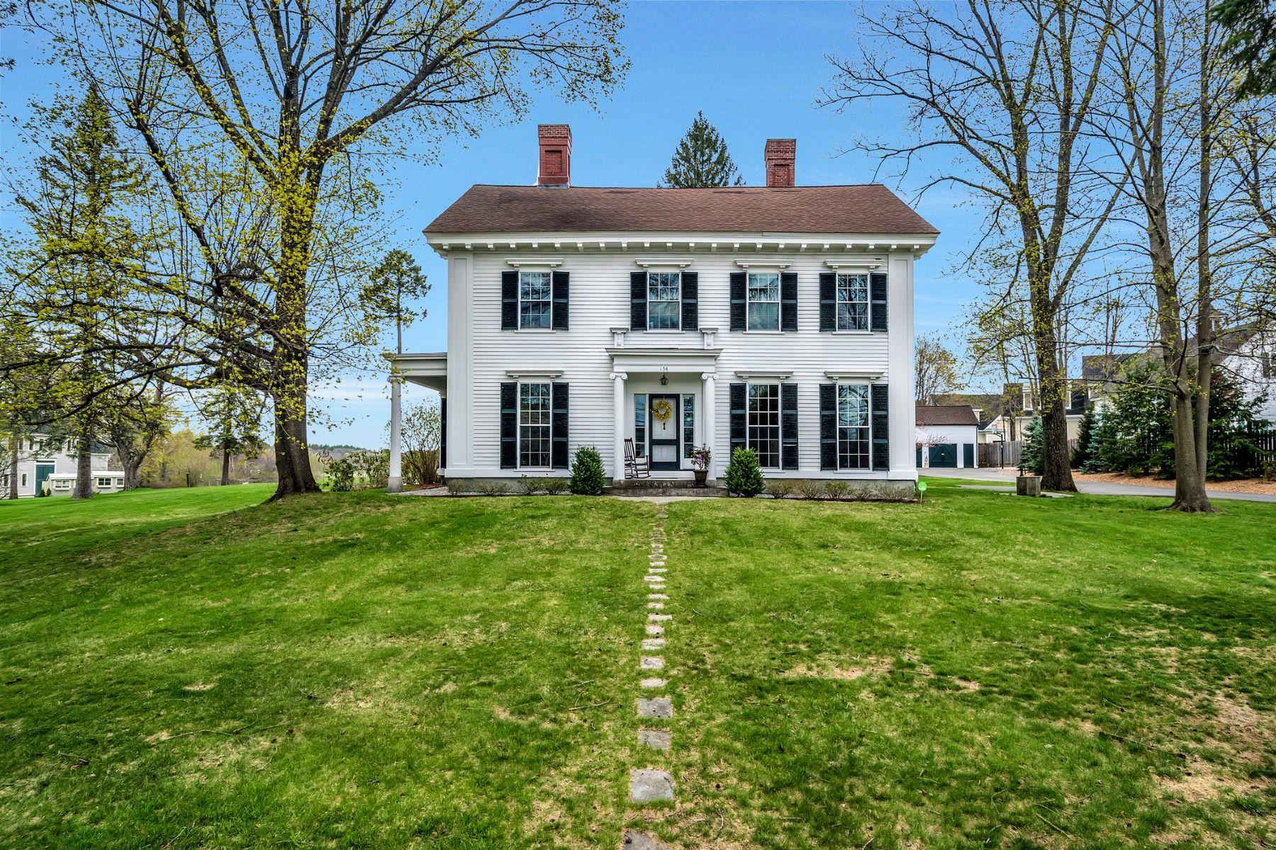 Maison unifamiliale pour l Vente à Lovely Antique in Groton Center 154 Main Street Groton, Massachusetts 01450 États-Unis