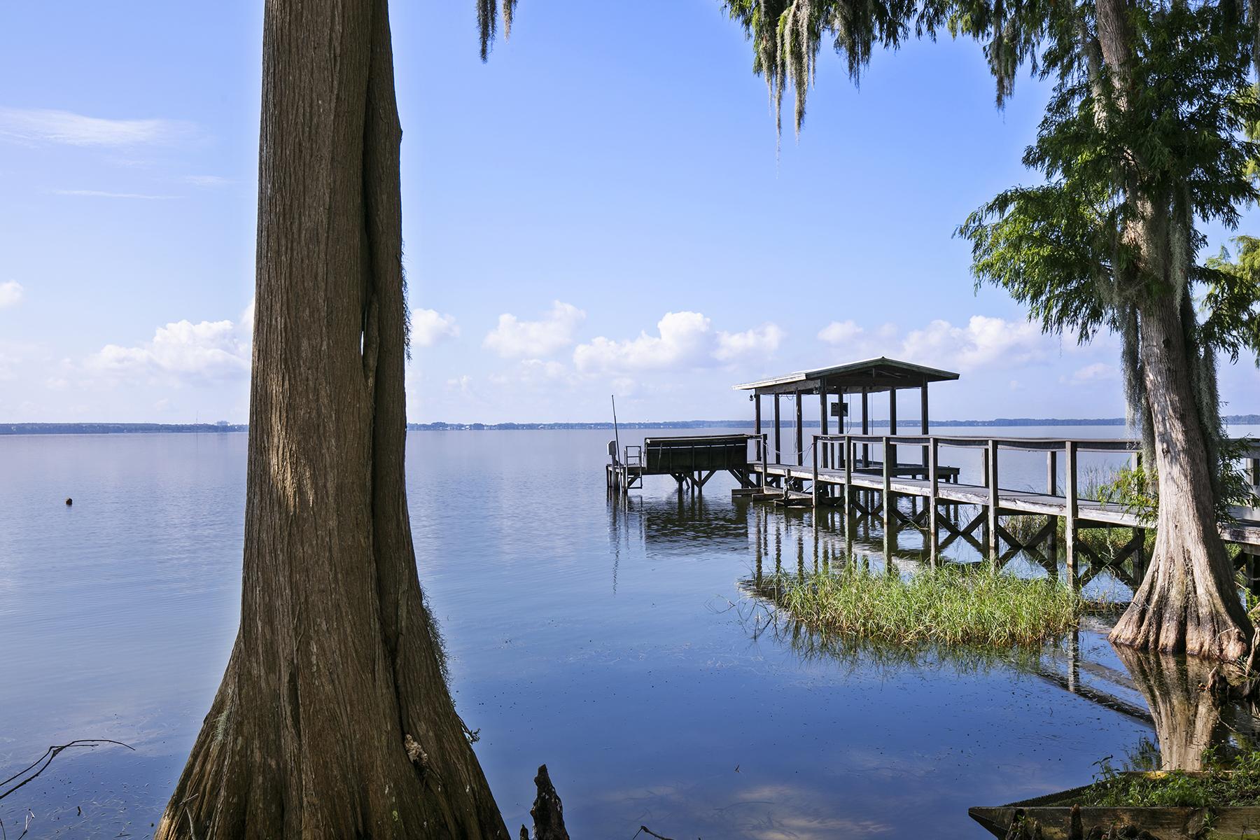 独户住宅 为 销售 在 ORLANDO - EUSTIS 3220 Indian Trl 尤斯缇斯, 佛罗里达州 32726 美国